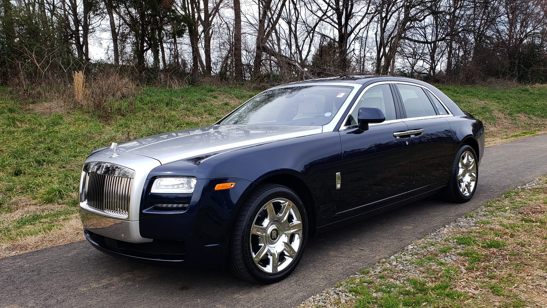 Used 2013 Rolls-Royce GHOST FTR SLCT 2/ NAV/ PANO-ROOF/ LN DEPART/ NIGHT VSN/ REARVIEW for sale Sold at Formula Imports in Charlotte NC 28227 1