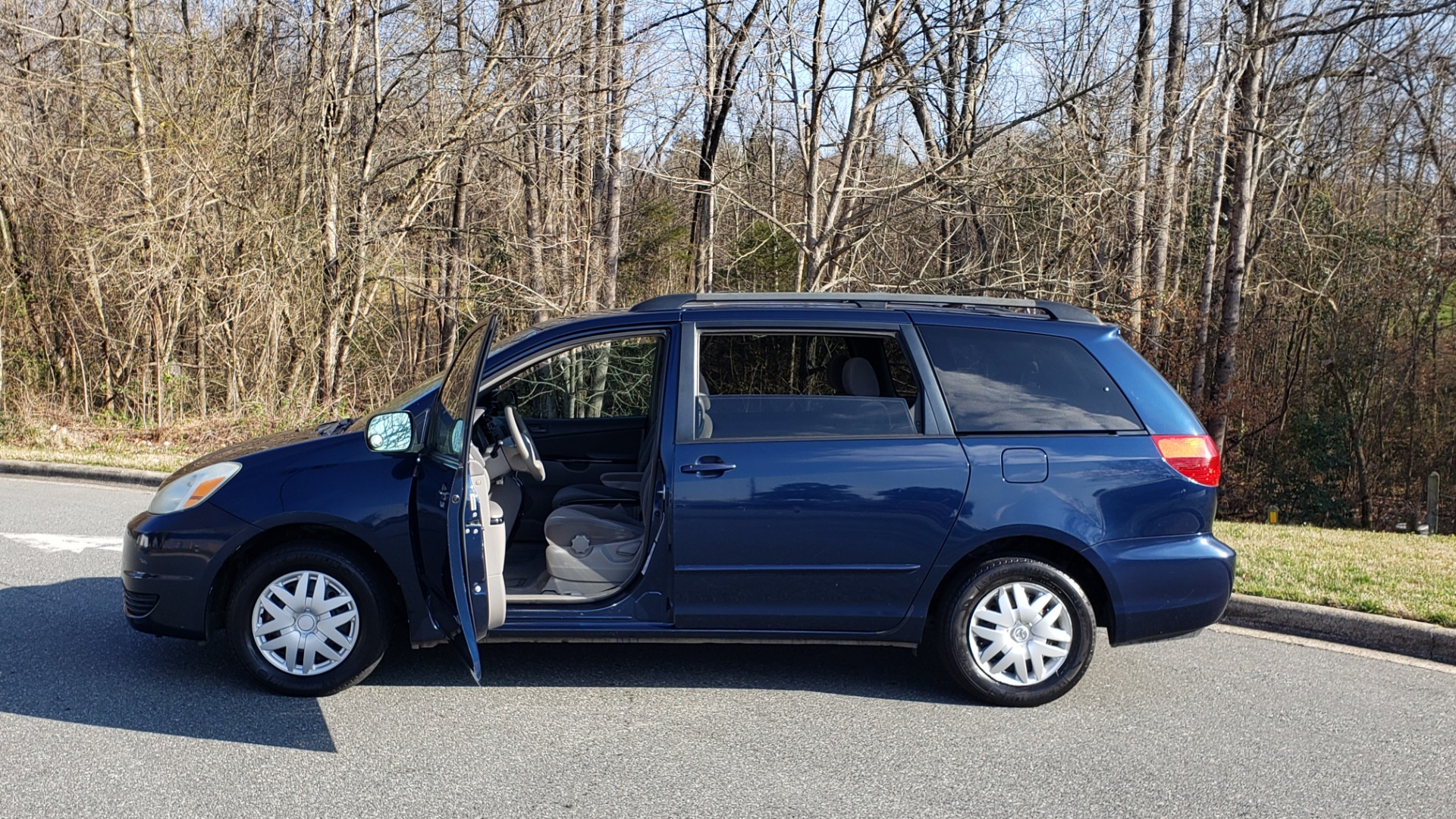 Used 2004 Toyota SIENNA LE 7-PASSENGER / ROOF RACK / PWR WNDWS for sale Sold at Formula Imports in Charlotte NC 28227 19