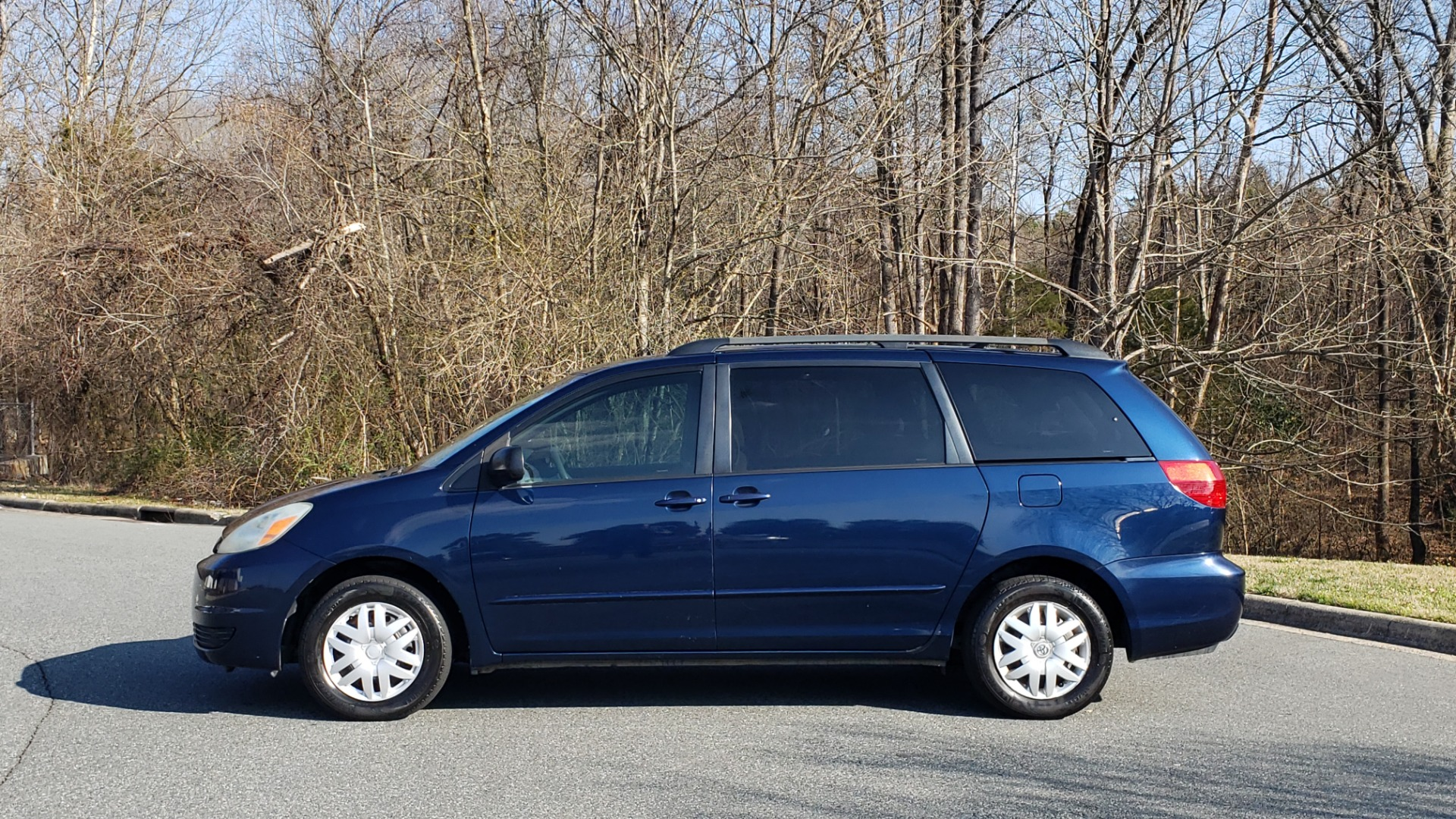 Used 2004 Toyota SIENNA LE 7-PASSENGER / ROOF RACK / PWR WNDWS for sale Sold at Formula Imports in Charlotte NC 28227 2