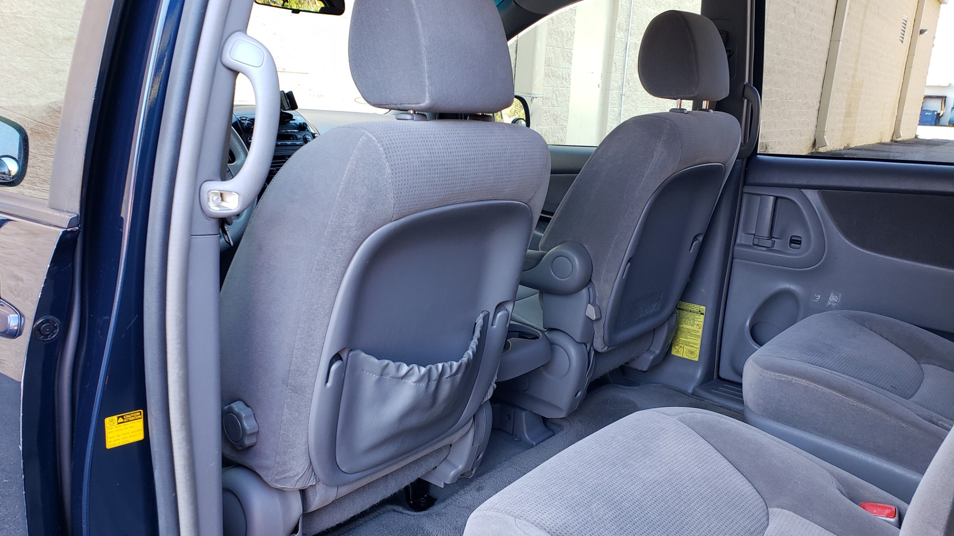 Used 2004 Toyota SIENNA LE 7-PASSENGER / ROOF RACK / PWR WNDWS for sale Sold at Formula Imports in Charlotte NC 28227 43