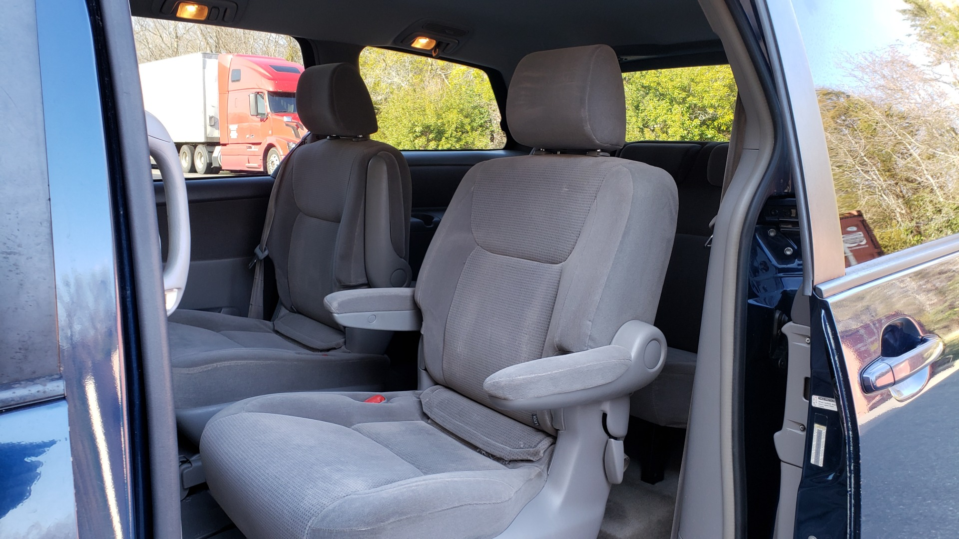 Used 2004 Toyota SIENNA LE 7-PASSENGER / ROOF RACK / PWR WNDWS for sale Sold at Formula Imports in Charlotte NC 28227 44