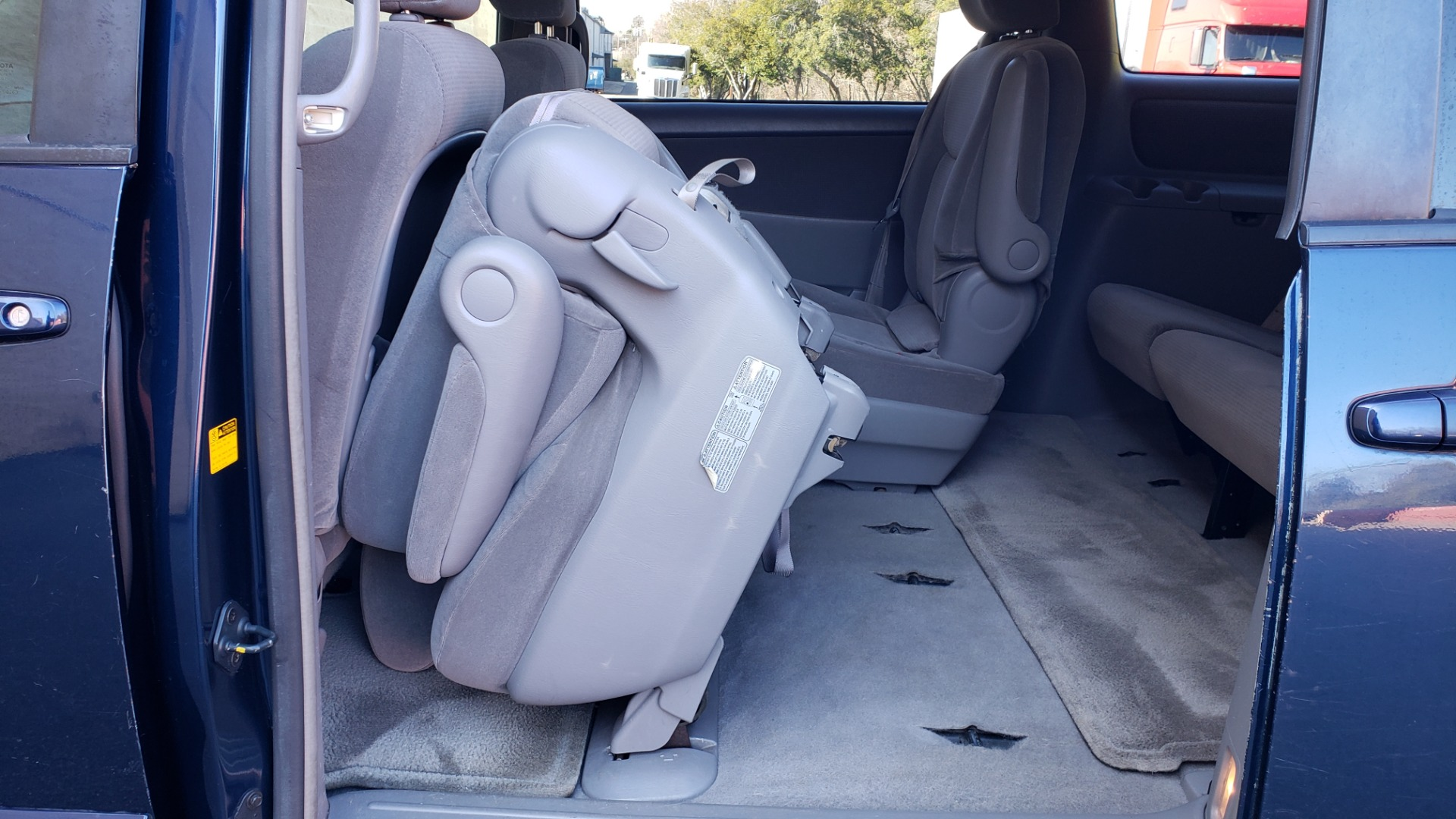 Used 2004 Toyota SIENNA LE 7-PASSENGER / ROOF RACK / PWR WNDWS for sale Sold at Formula Imports in Charlotte NC 28227 45