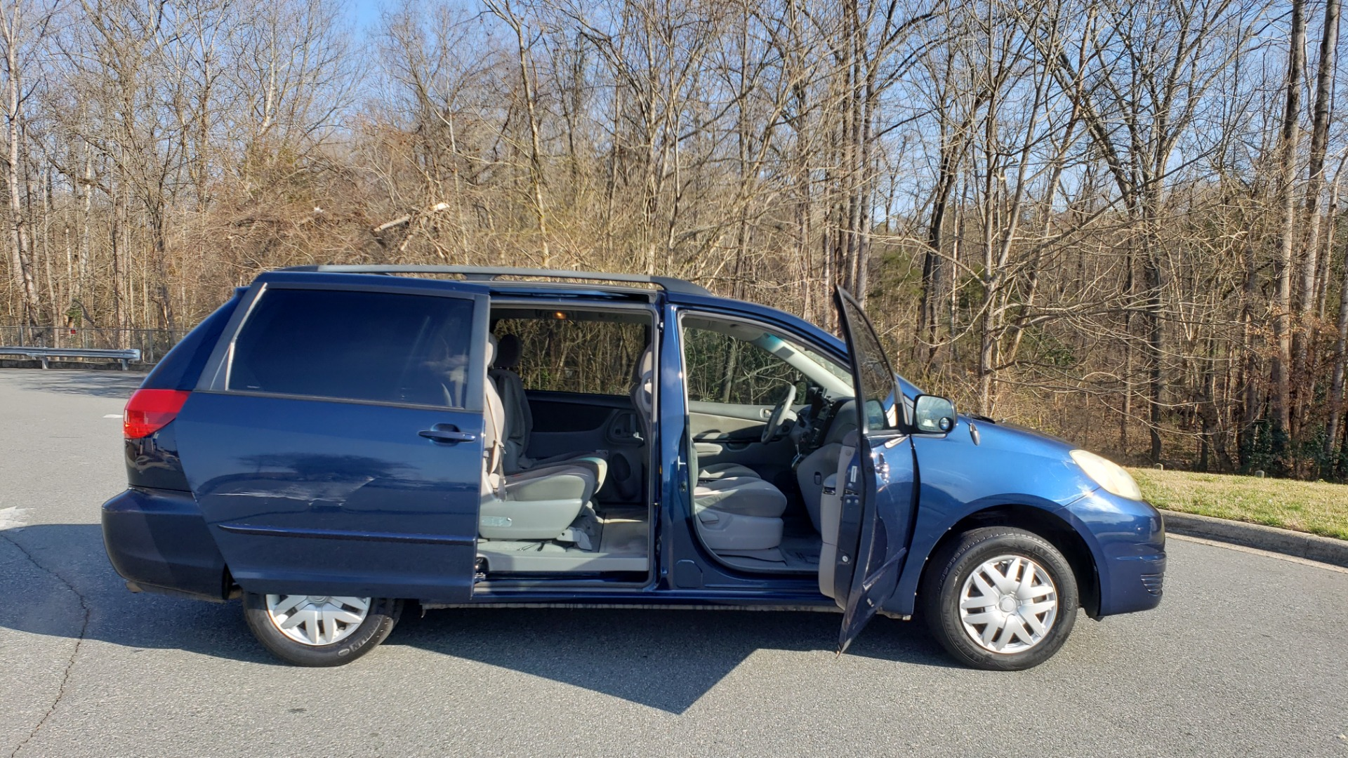 Used 2004 Toyota SIENNA LE 7-PASSENGER / ROOF RACK / PWR WNDWS for sale Sold at Formula Imports in Charlotte NC 28227 8
