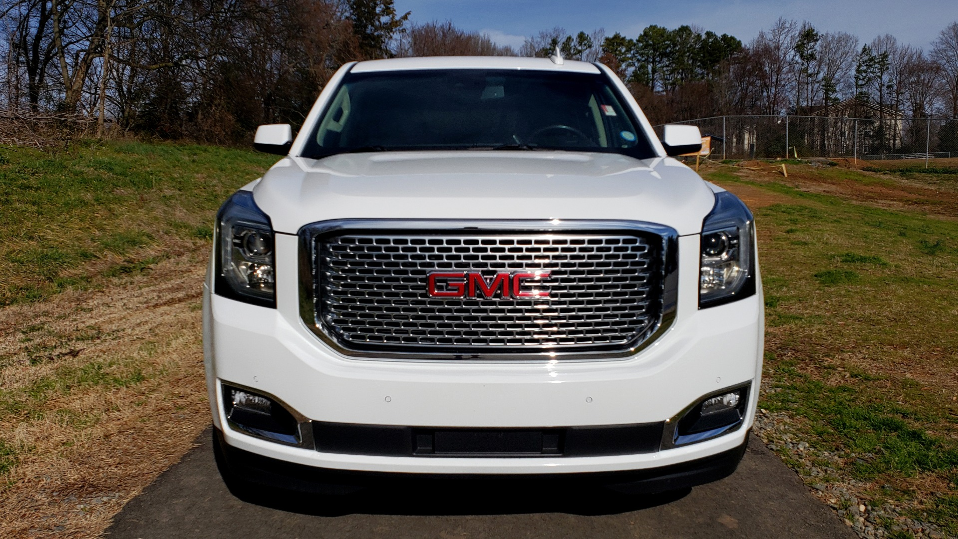 Used 2017 GMC YUKON SLT 4WD / NAV TOUCH SCREEN / BOSE / REARVIEW / 3-ROW for sale Sold at Formula Imports in Charlotte NC 28227 10