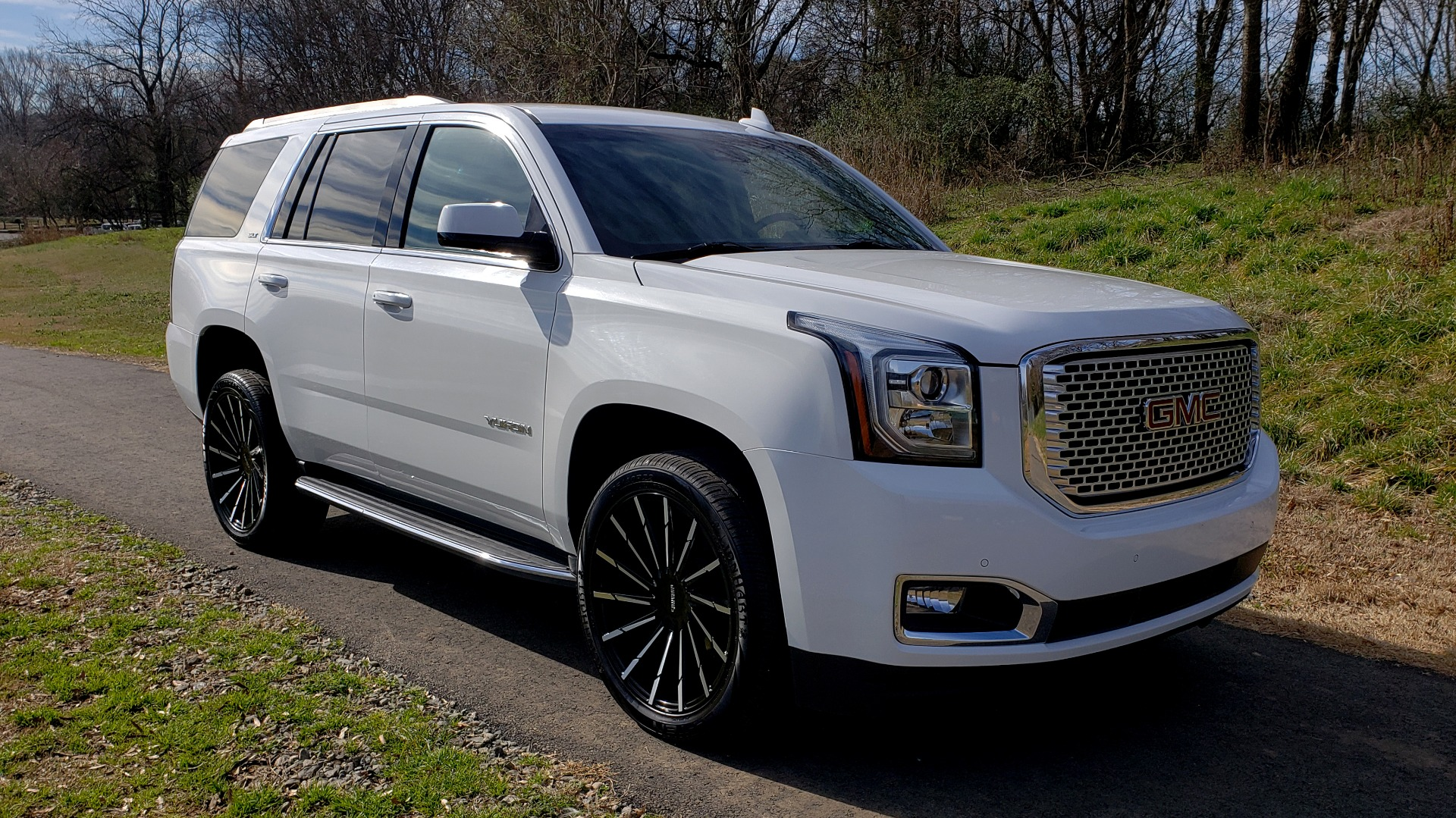 Used 2017 GMC YUKON SLT 4WD / NAV TOUCH SCREEN / BOSE / REARVIEW / 3-ROW for sale Sold at Formula Imports in Charlotte NC 28227 19