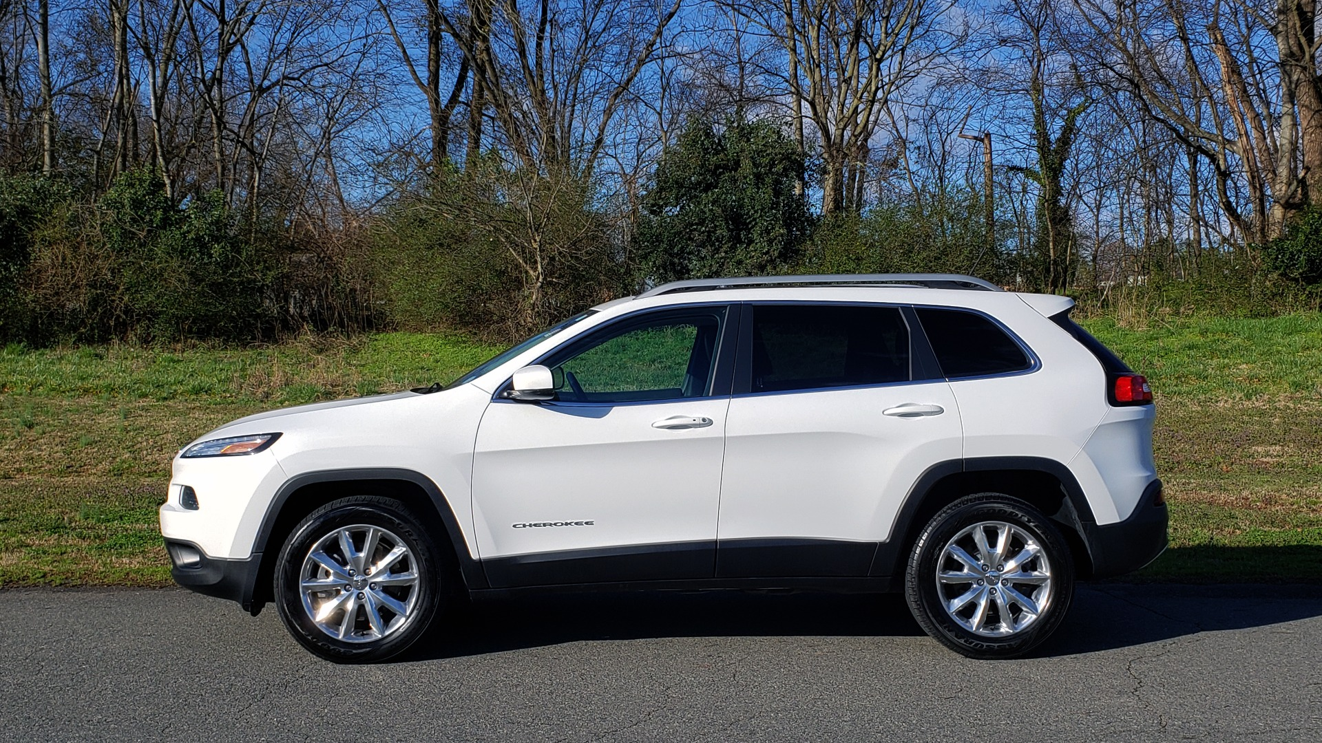 Used 2014 Jeep CHEROKEE LIMITED 4WD / 3.2L V6 / 9SPD AUTO / DUAL-SUNROOF / TOW for sale Sold at Formula Imports in Charlotte NC 28227 2