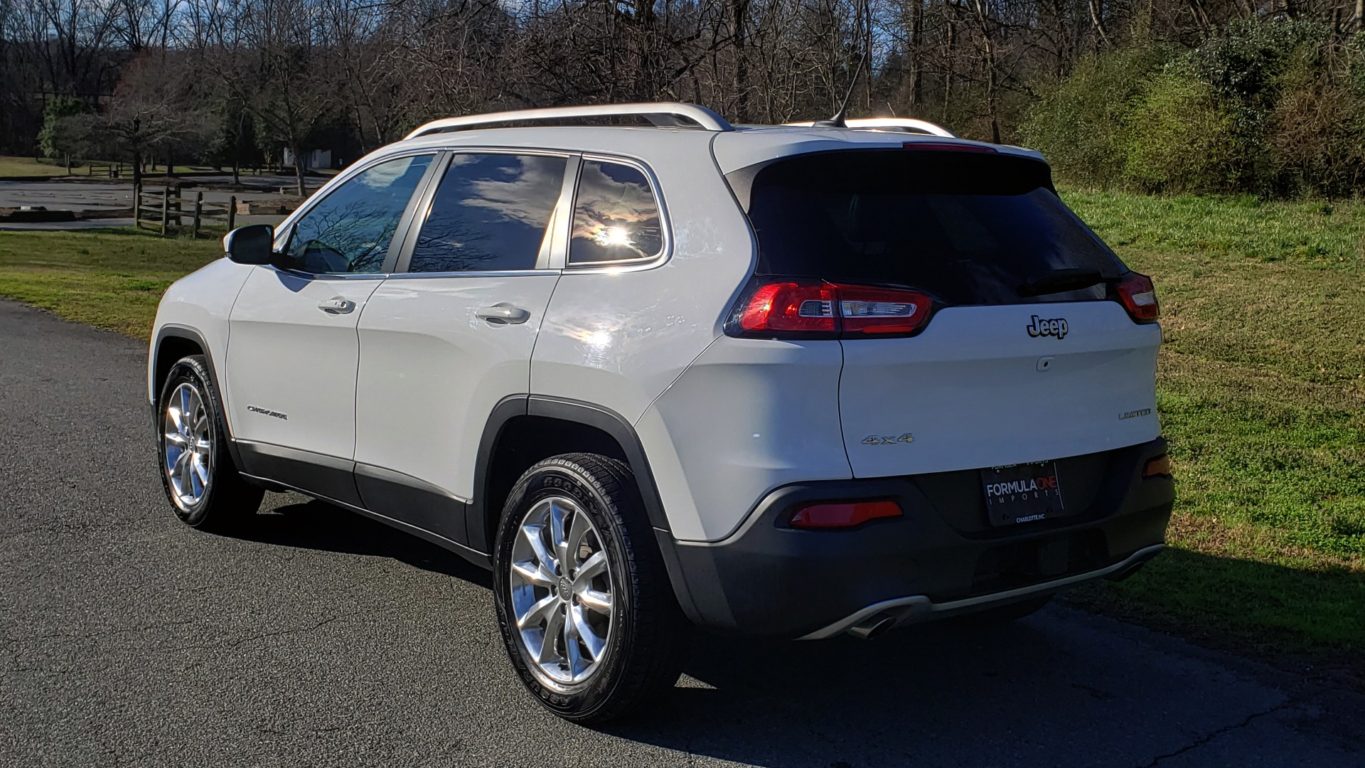 Used 2014 Jeep CHEROKEE LIMITED 4WD / 3.2L V6 / 9SPD AUTO / DUAL-SUNROOF / TOW for sale Sold at Formula Imports in Charlotte NC 28227 3