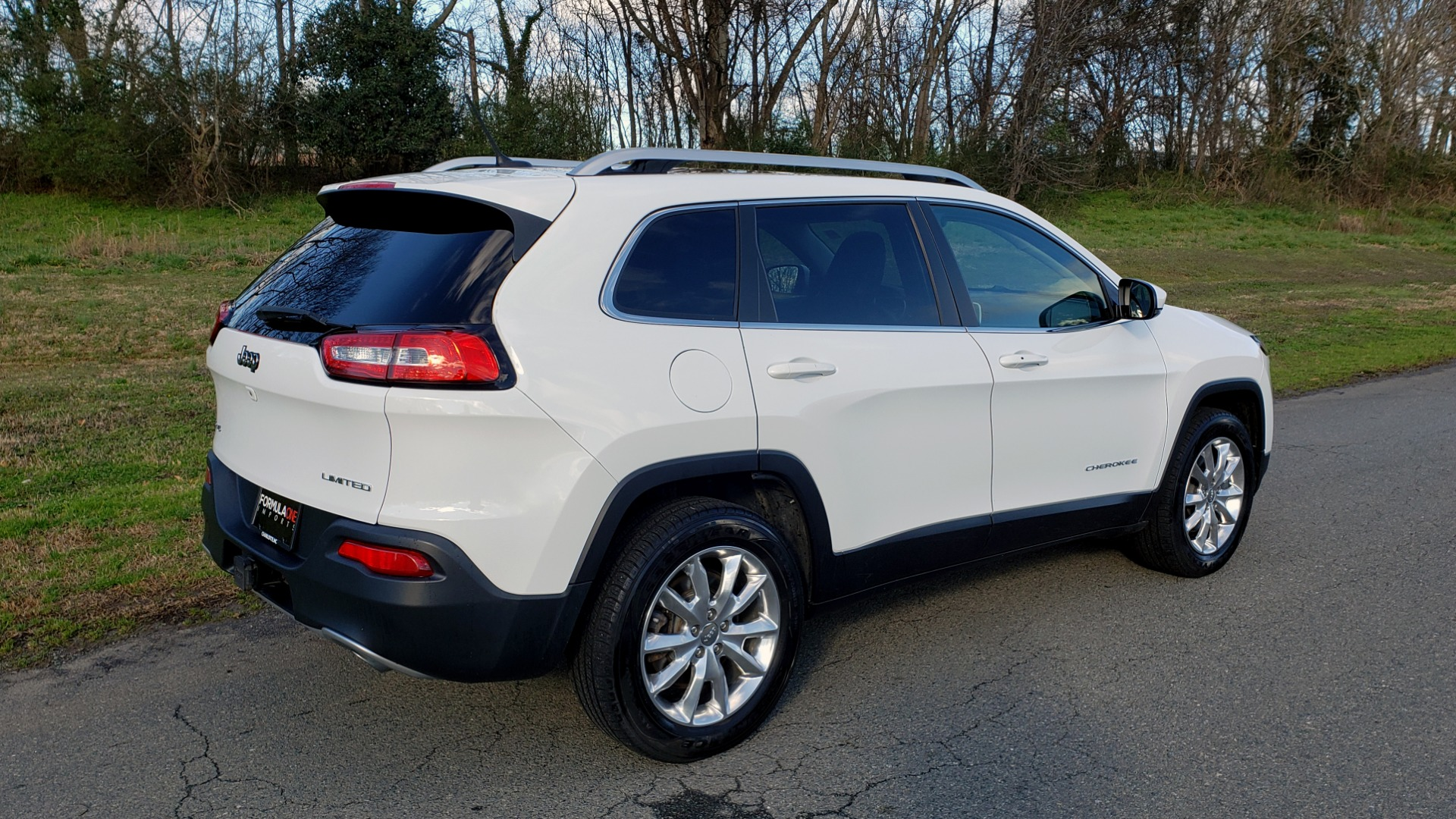 Used 2014 Jeep CHEROKEE LIMITED 4WD / 3.2L V6 / 9SPD AUTO / DUAL-SUNROOF / TOW for sale $18,995 at Formula Imports in Charlotte NC 28227 6