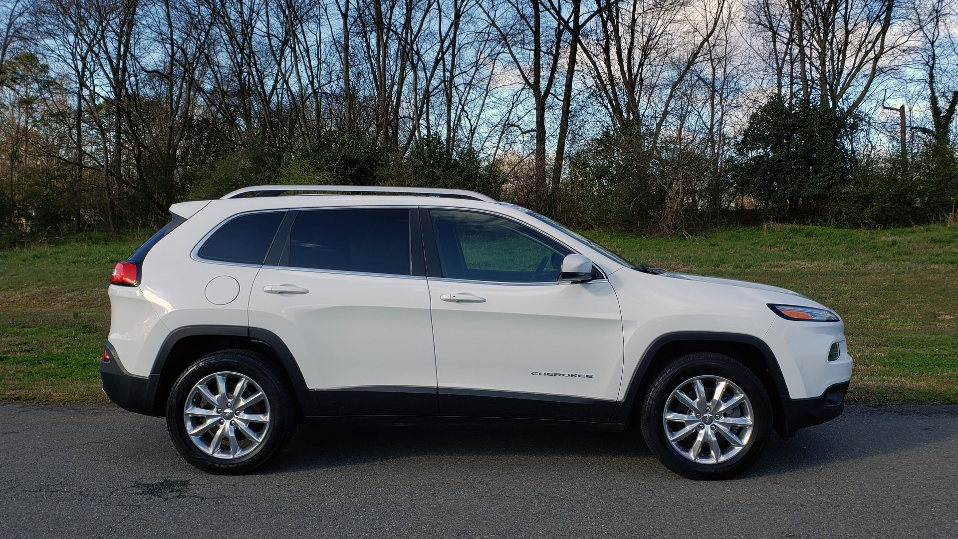 Used 2014 Jeep CHEROKEE LIMITED 4WD / 3.2L V6 / 9SPD AUTO / DUAL-SUNROOF / TOW for sale Sold at Formula Imports in Charlotte NC 28227 7