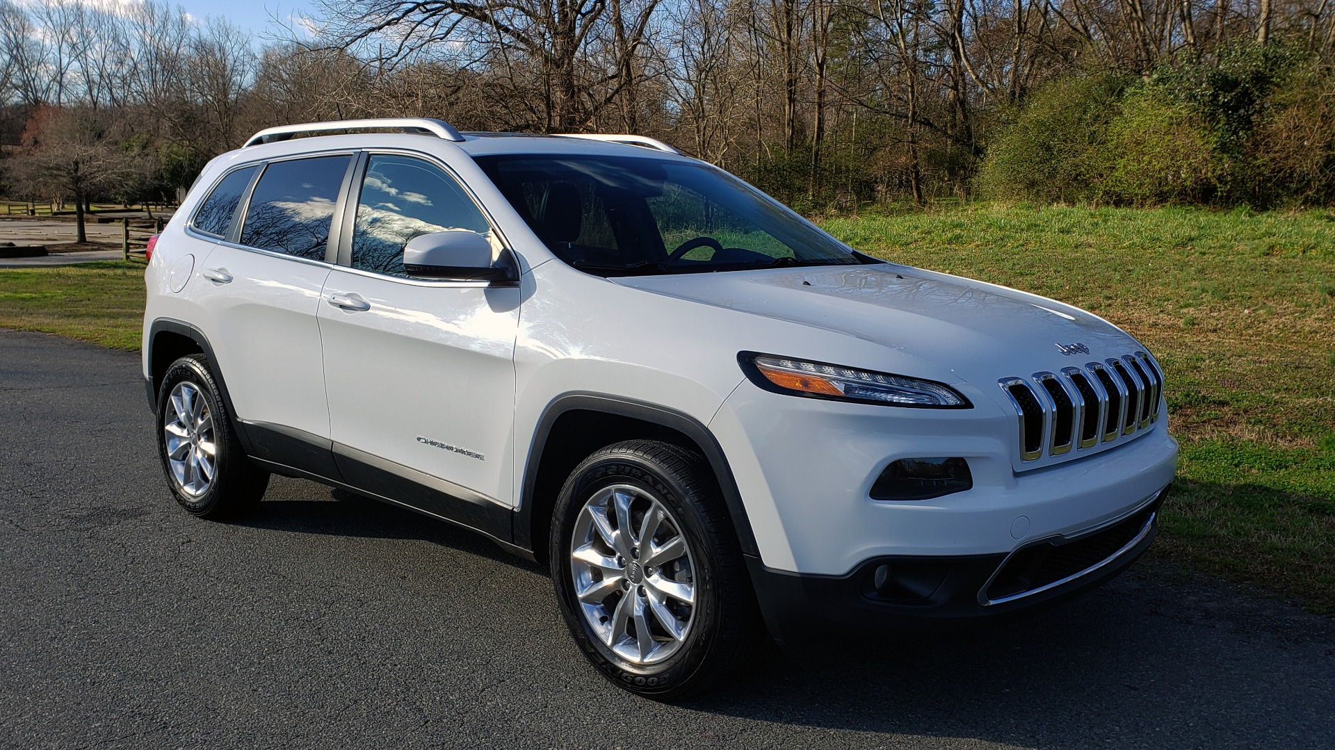 Used 2014 Jeep CHEROKEE LIMITED 4WD / 3.2L V6 / 9SPD AUTO / DUAL-SUNROOF / TOW for sale $18,995 at Formula Imports in Charlotte NC 28227 8