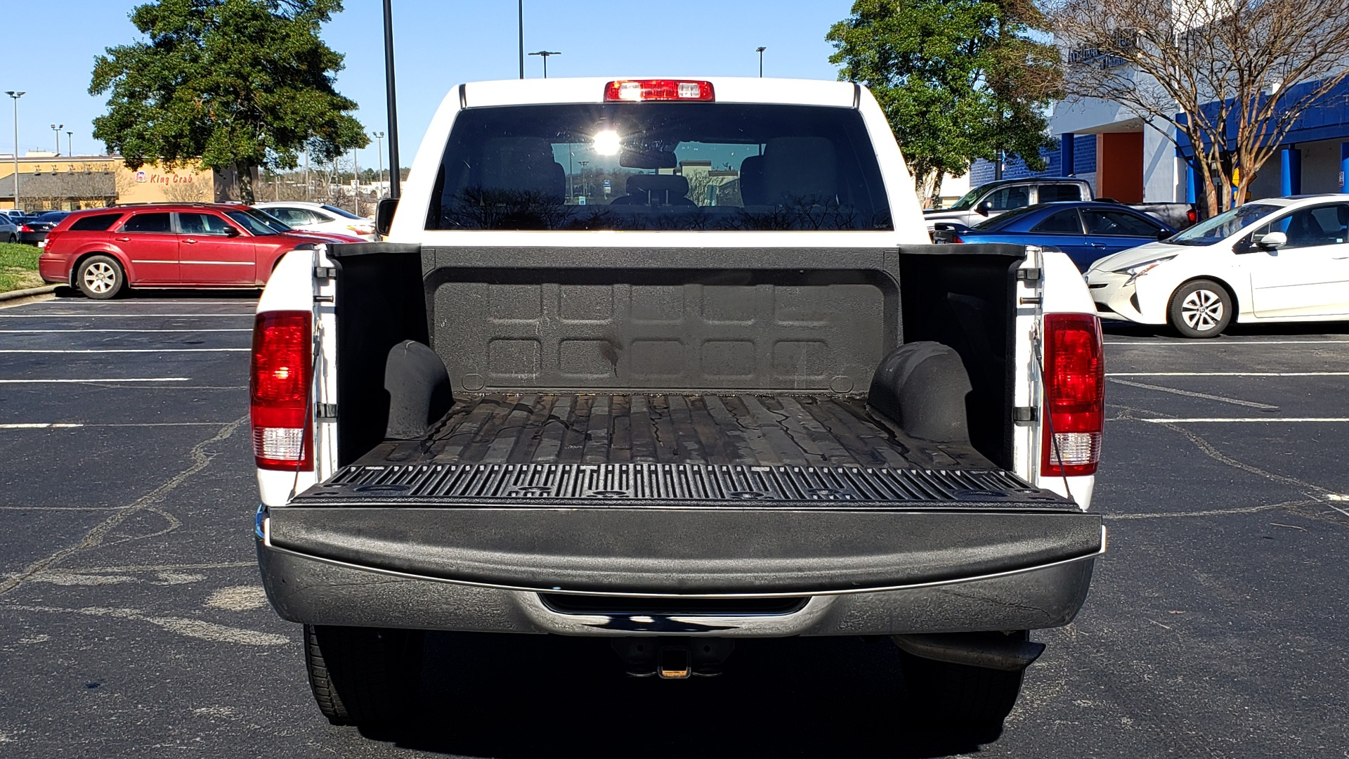 Used 2016 Ram 1500 SXT CREW CAB 4X4 / 5.7L HEMI / 6-SPD AUTO / BED LINER for sale $23,695 at Formula Imports in Charlotte NC 28227 12