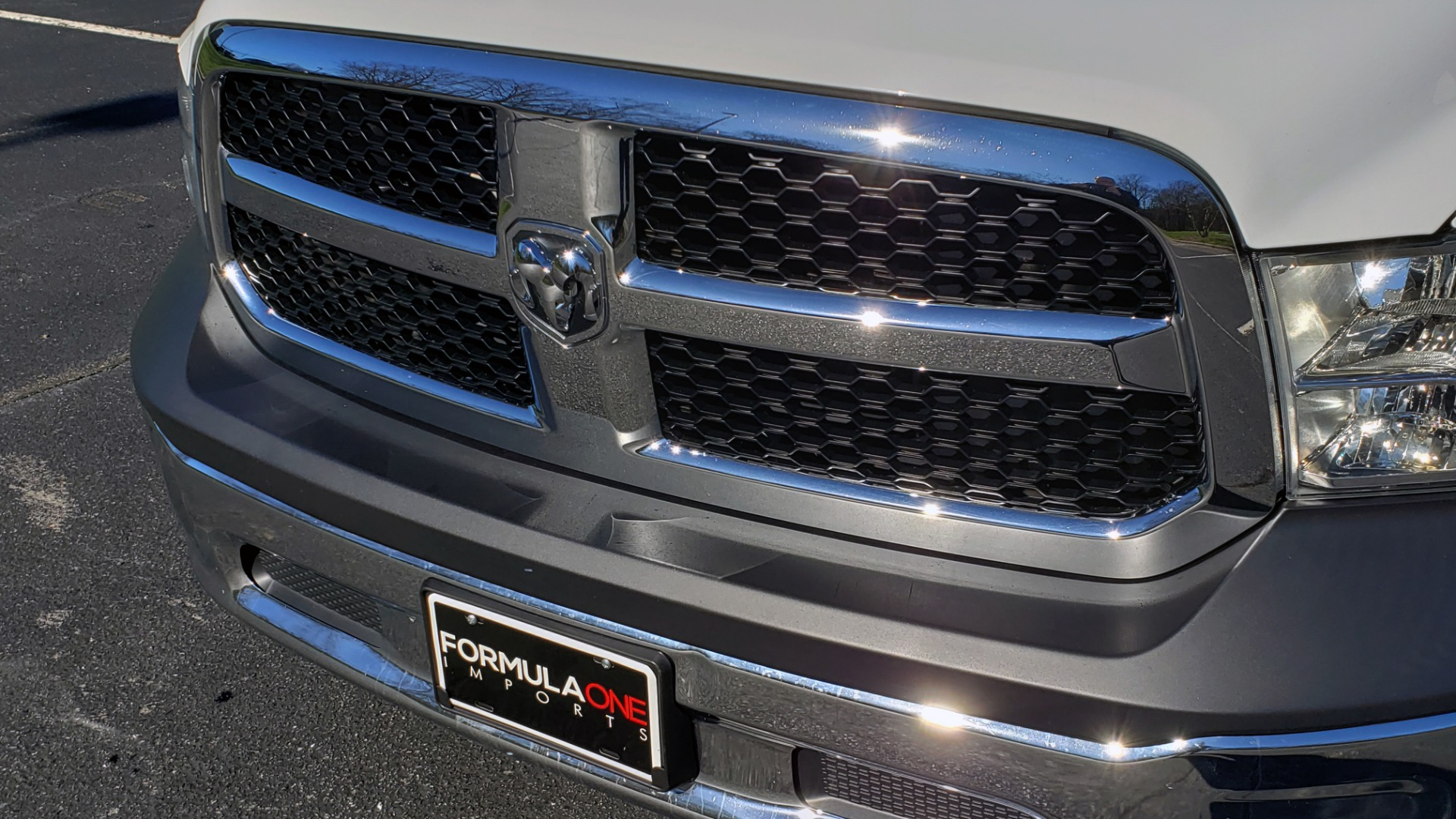 Used 2016 Ram 1500 SXT CREW CAB 4X4 / 5.7L HEMI / 6-SPD AUTO / BED LINER for sale $23,695 at Formula Imports in Charlotte NC 28227 16