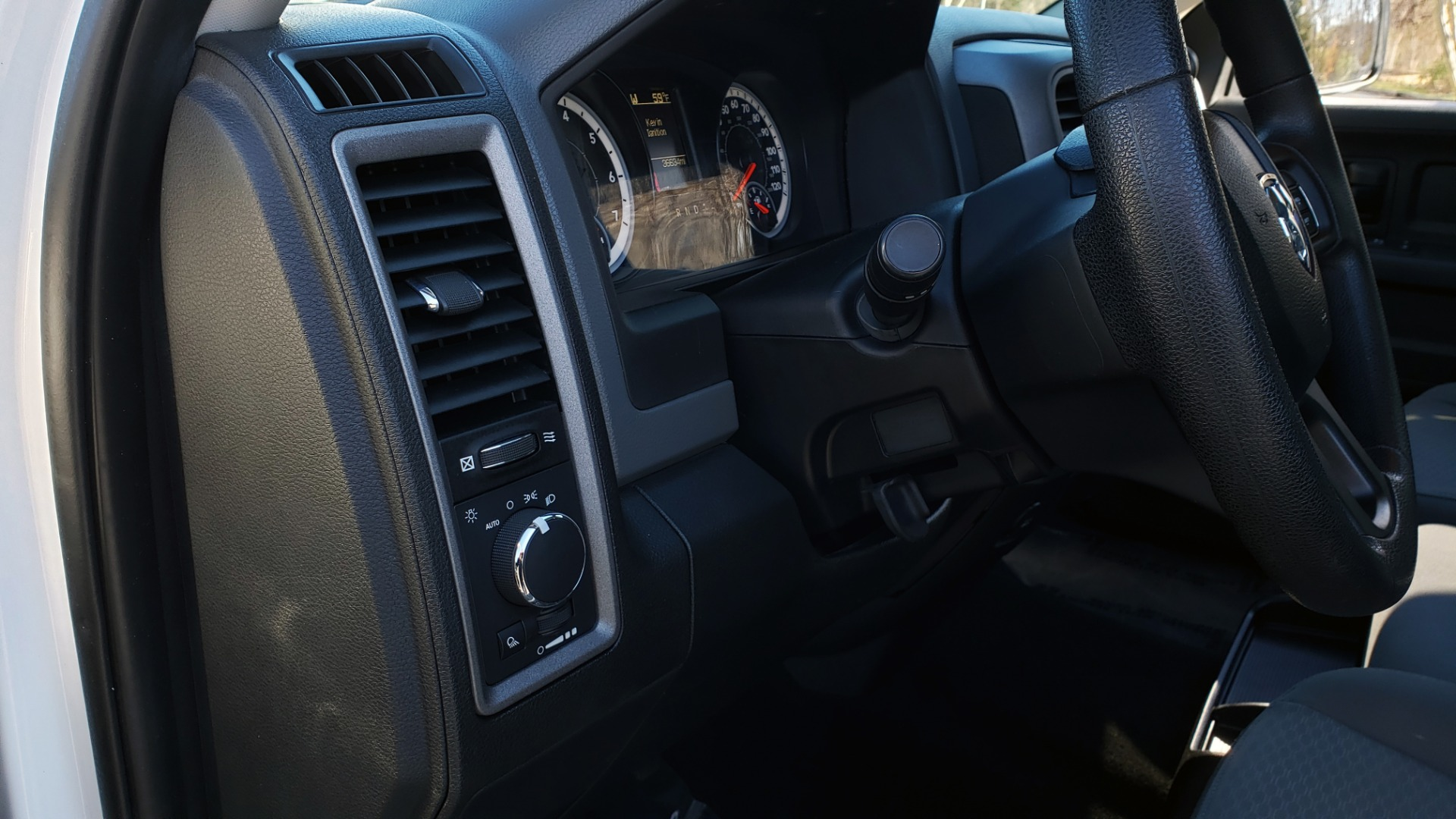 Used 2016 Ram 1500 SXT CREW CAB 4X4 / 5.7L HEMI / 6-SPD AUTO / BED LINER for sale $23,695 at Formula Imports in Charlotte NC 28227 22