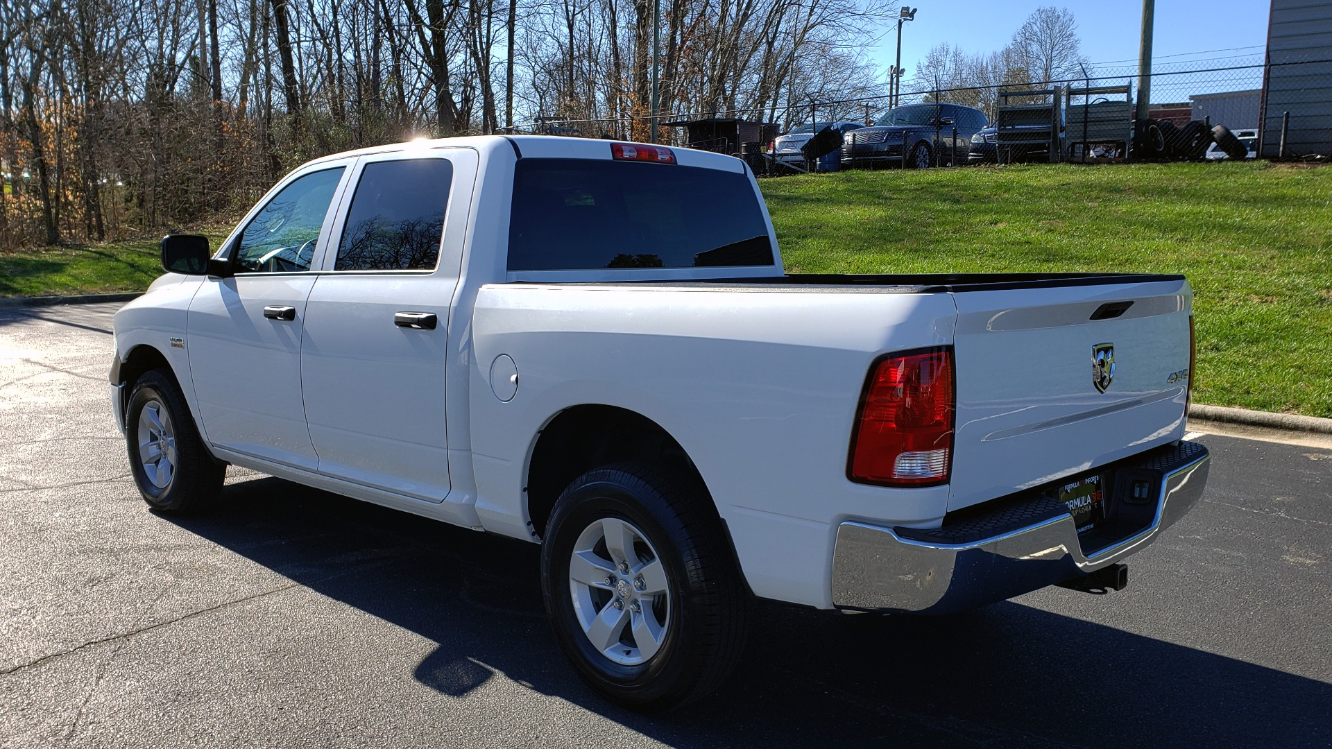 Used 2016 Ram 1500 SXT CREW CAB 4X4 / 5.7L HEMI / 6-SPD AUTO / BED LINER for sale $23,695 at Formula Imports in Charlotte NC 28227 3