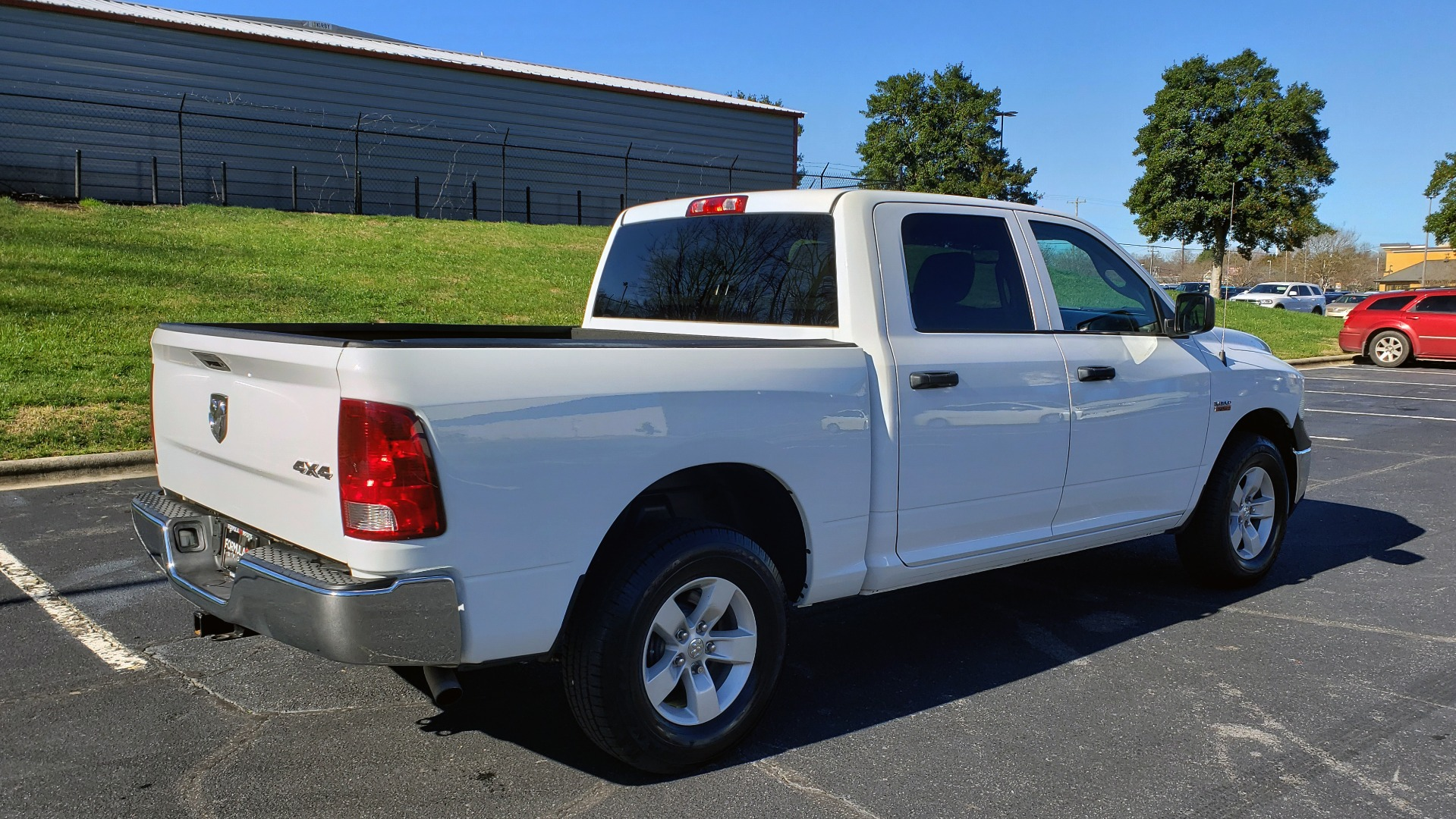 Used 2016 Ram 1500 SXT CREW CAB 4X4 / 5.7L HEMI / 6-SPD AUTO / BED LINER for sale $23,695 at Formula Imports in Charlotte NC 28227 4