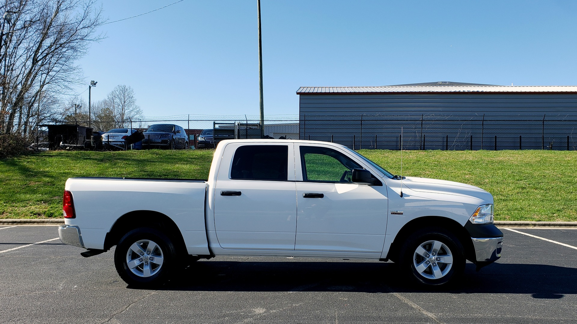 Used 2016 Ram 1500 SXT CREW CAB 4X4 / 5.7L HEMI / 6-SPD AUTO / BED LINER for sale $23,695 at Formula Imports in Charlotte NC 28227 5