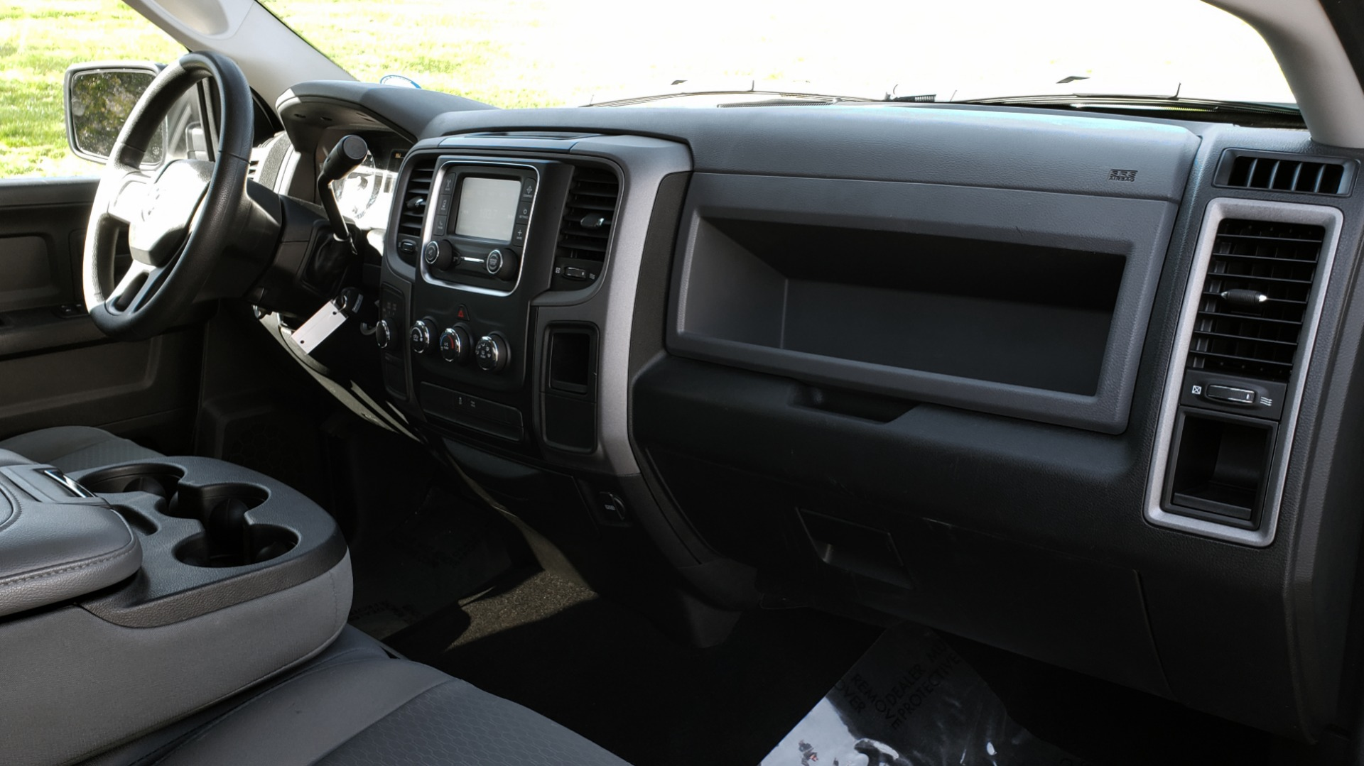 Used 2016 Ram 1500 SXT CREW CAB 4X4 / 5.7L HEMI / 6-SPD AUTO / BED LINER for sale $23,695 at Formula Imports in Charlotte NC 28227 50