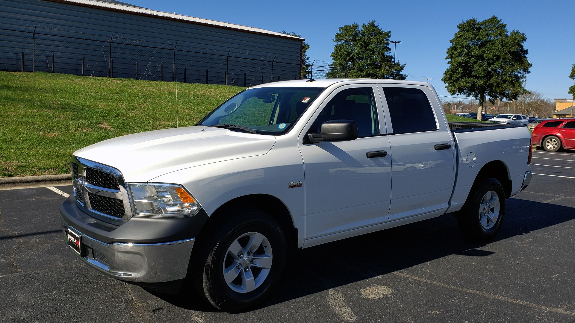 Used 2016 Ram 1500 SXT CREW CAB 4X4 / 5.7L HEMI / 6-SPD AUTO / BED LINER for sale $23,695 at Formula Imports in Charlotte NC 28227 1