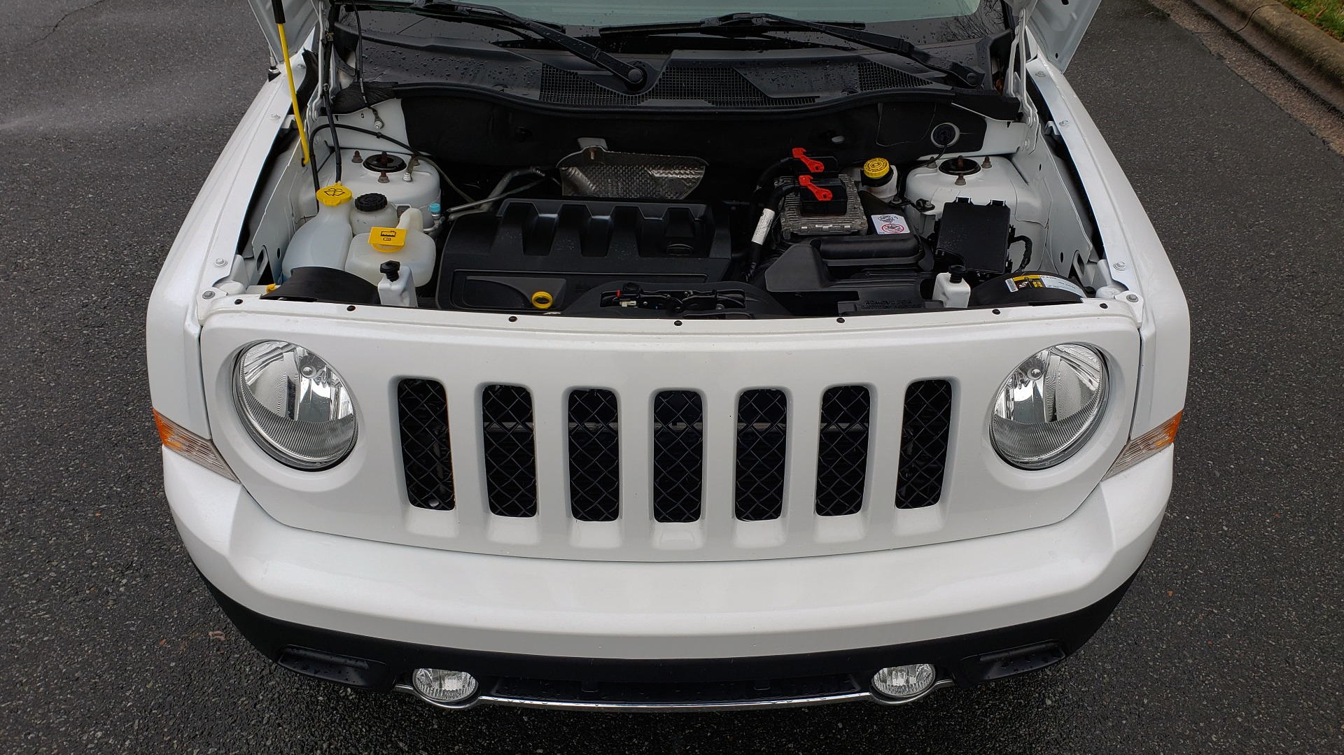 Used 2016 Jeep PATRIOT HIGH ALTITUDE EDITION 4WD / SUNROOF / 4-CYL / 6-SPD AUTO for sale $14,695 at Formula Imports in Charlotte NC 28227 10