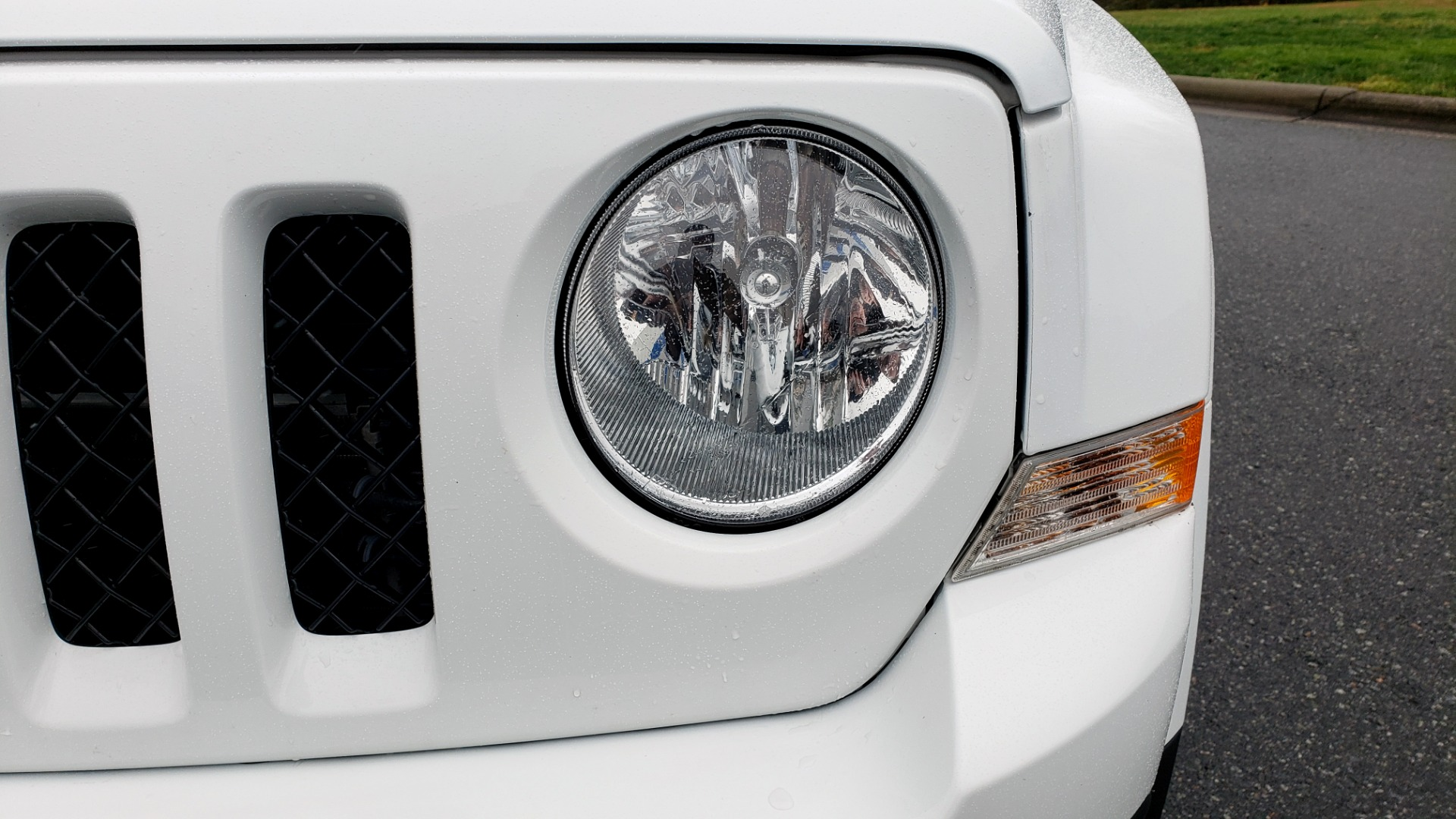 Used 2016 Jeep PATRIOT HIGH ALTITUDE EDITION 4WD / SUNROOF / 4-CYL / 6-SPD AUTO for sale $14,695 at Formula Imports in Charlotte NC 28227 19
