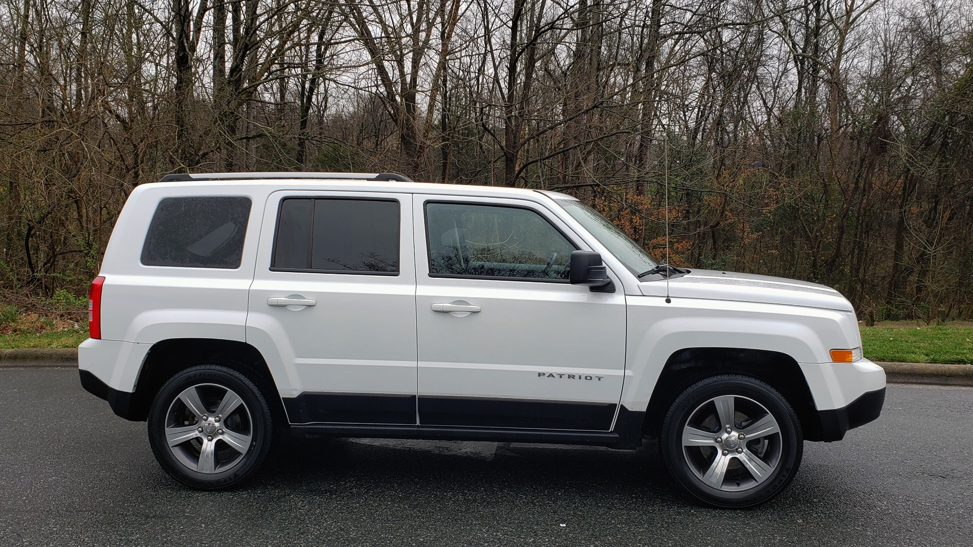 Used 2016 Jeep PATRIOT HIGH ALTITUDE EDITION 4WD / SUNROOF / 4-CYL / 6-SPD AUTO for sale $14,695 at Formula Imports in Charlotte NC 28227 5