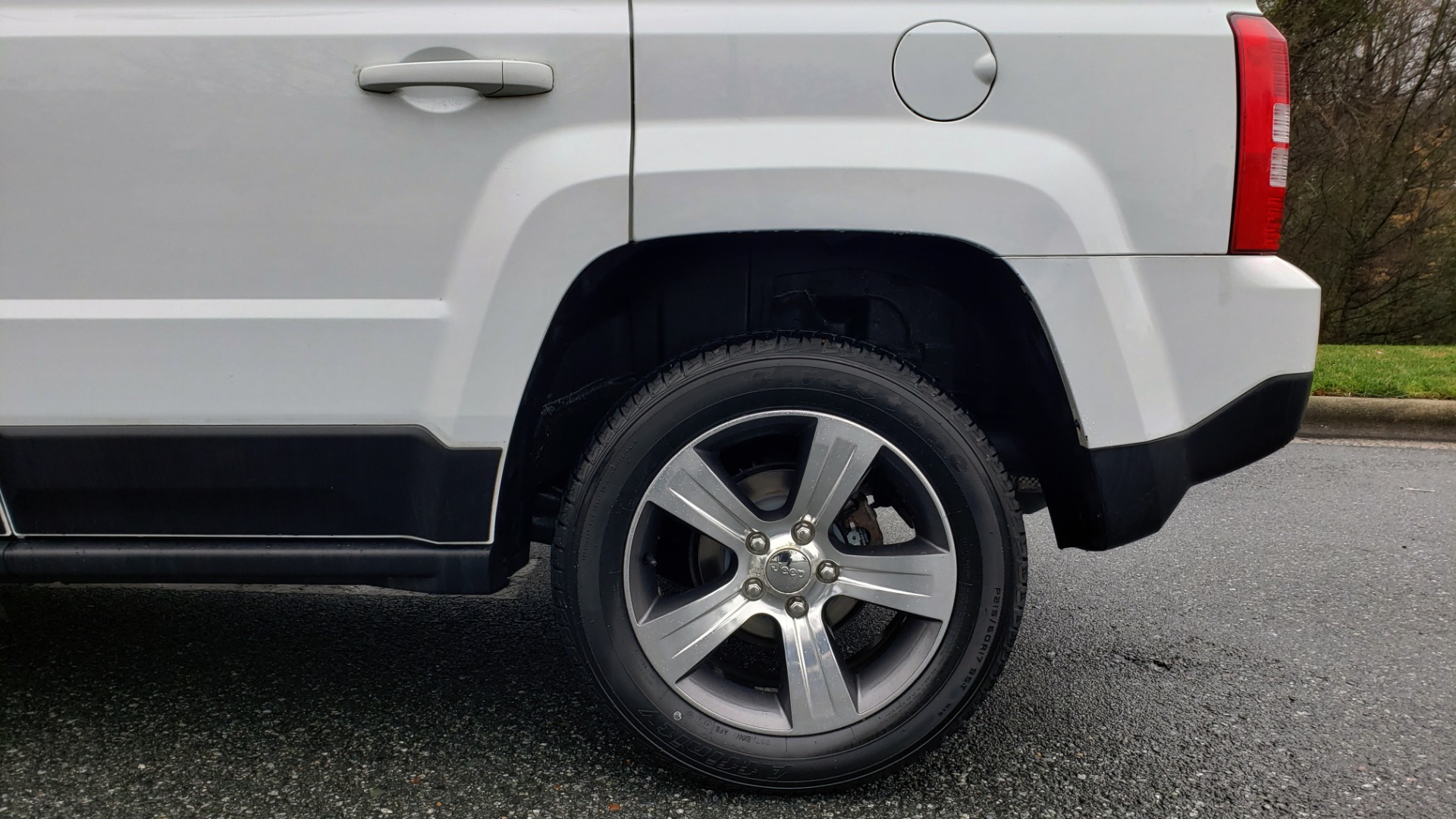 Used 2016 Jeep PATRIOT HIGH ALTITUDE EDITION 4WD / SUNROOF / 4-CYL / 6-SPD AUTO for sale $14,695 at Formula Imports in Charlotte NC 28227 54