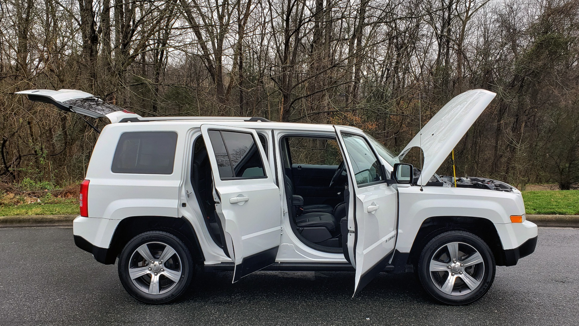 Used 2016 Jeep PATRIOT HIGH ALTITUDE EDITION 4WD / SUNROOF / 4-CYL / 6-SPD AUTO for sale $14,695 at Formula Imports in Charlotte NC 28227 9