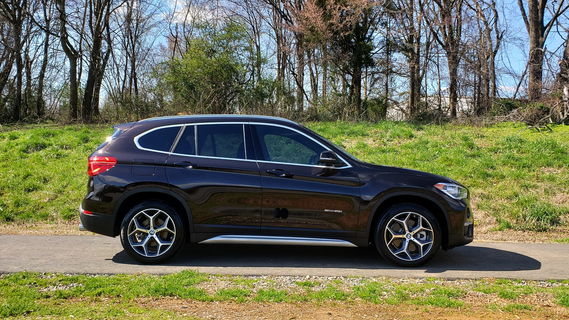 Used 2017 BMW X1 SDRIVE28I PREMIUM / DRVR ASST / PANO-ROOF / REARVIEW for sale Sold at Formula Imports in Charlotte NC 28227 5