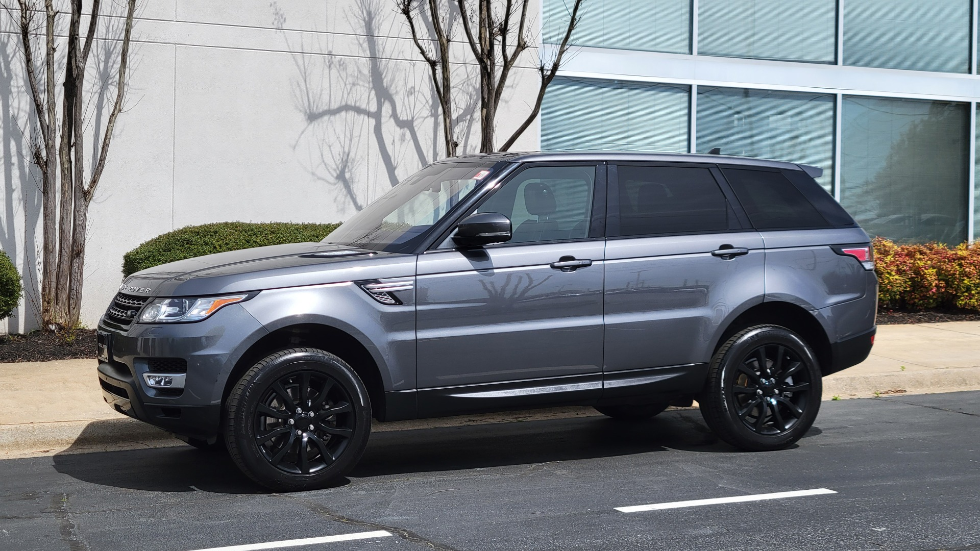 Used 2016 Land Rover Range Rover Sport V6 HSE for sale $44,995 at Formula Imports in Charlotte NC 28227 1