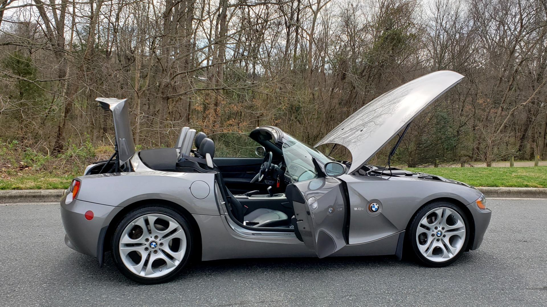 Used 2003 BMW Z4 3.0i ROADSTER / 6-SPD MAN / PREMIUM PKG / SPORT PKG / HTD STS for sale Sold at Formula Imports in Charlotte NC 28227 11