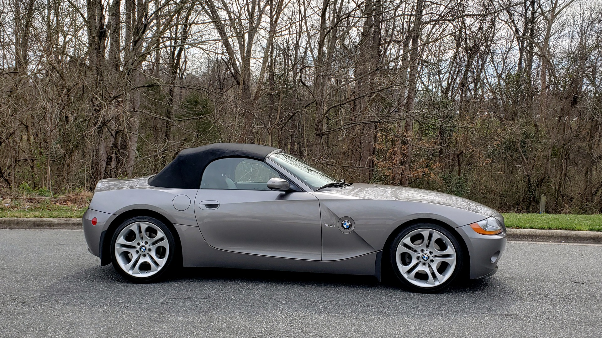 Used 2003 BMW Z4 3.0i ROADSTER / 6-SPD MAN / PREMIUM PKG / SPORT PKG / HTD STS for sale Sold at Formula Imports in Charlotte NC 28227 8