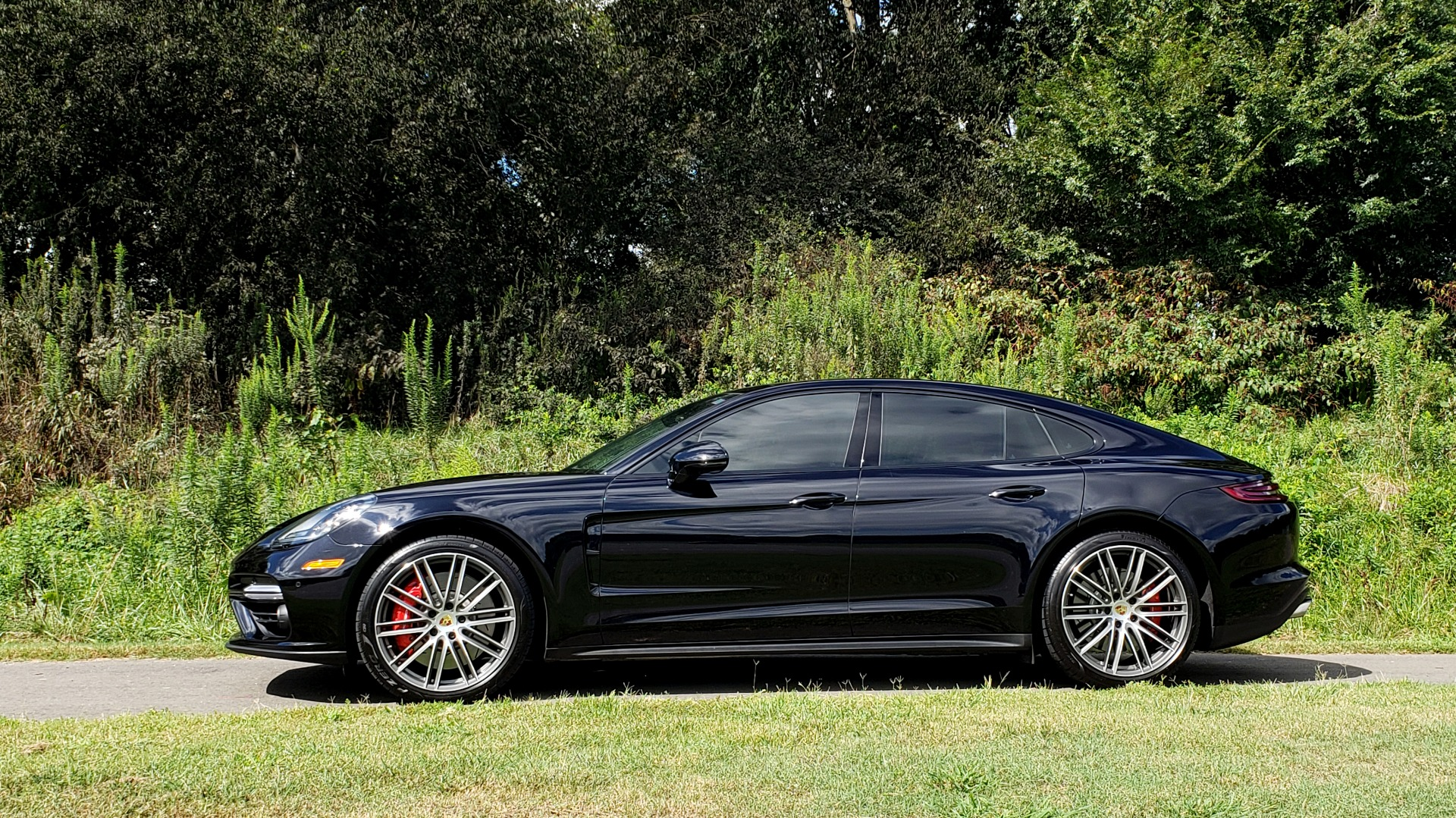 Used 2017 Porsche PANAMERA TURBO AWD / 4.0L V8 / AUTO / NAV / BOSE / REARVIEW / 21IN WHEELS for sale $98,995 at Formula Imports in Charlotte NC 28227 4