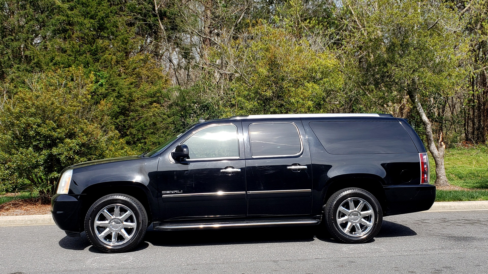 Used 2012 GMC YUKON XL DENALI AWD / NAV / SUN & ENT PKG / SUNROOF / REARVIEW / 3-ROW for sale Sold at Formula Imports in Charlotte NC 28227 2