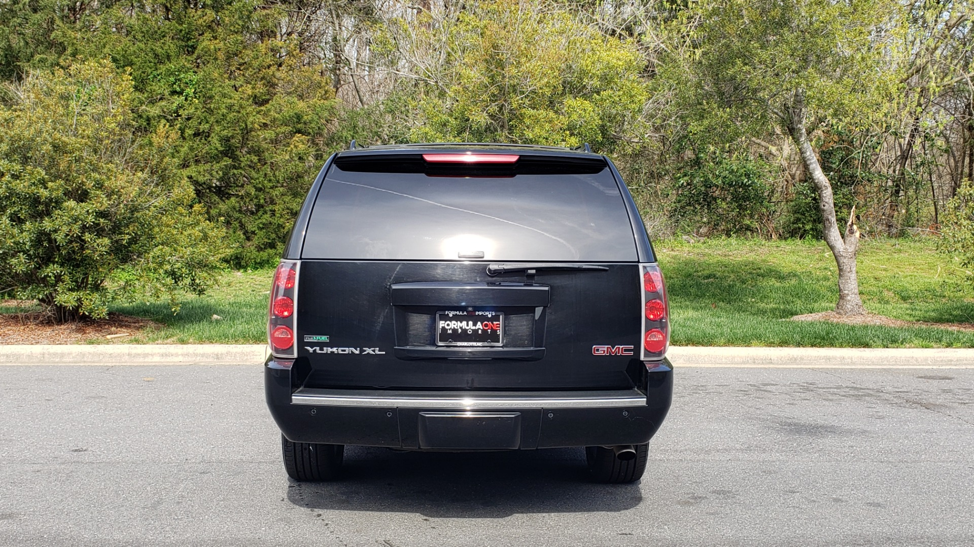 Used 2012 GMC YUKON XL DENALI AWD / NAV / SUN & ENT PKG / SUNROOF / REARVIEW / 3-ROW for sale Sold at Formula Imports in Charlotte NC 28227 25
