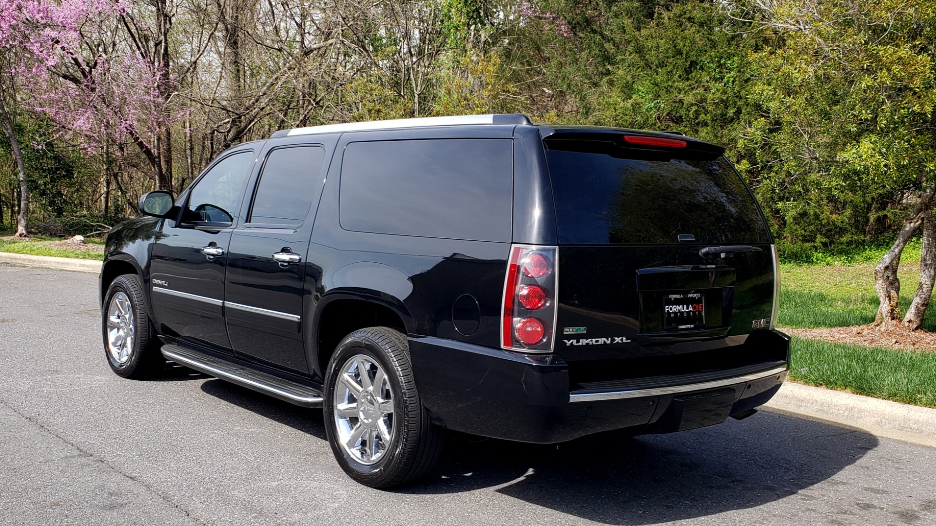 Used 2012 GMC YUKON XL DENALI AWD / NAV / SUN & ENT PKG / SUNROOF / REARVIEW / 3-ROW for sale Sold at Formula Imports in Charlotte NC 28227 3