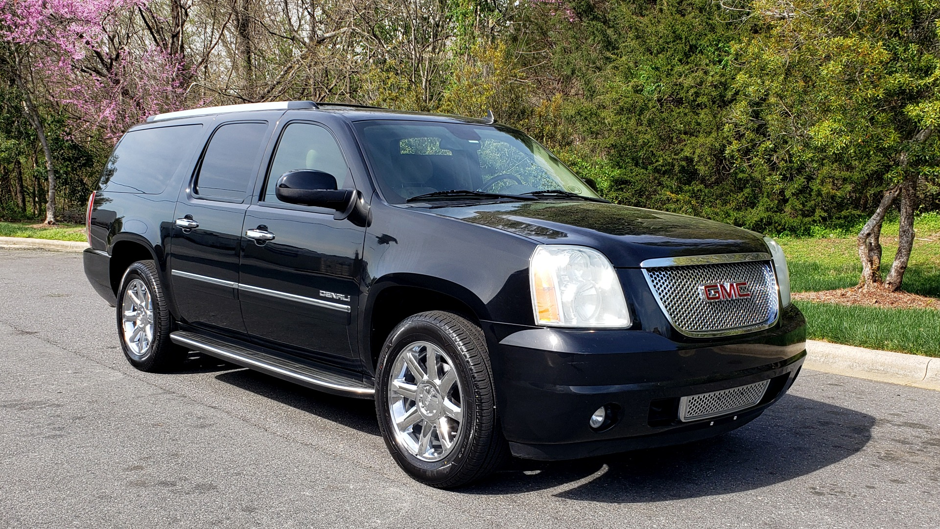 Used 2012 GMC YUKON XL DENALI AWD / NAV / SUN & ENT PKG / SUNROOF / REARVIEW / 3-ROW for sale Sold at Formula Imports in Charlotte NC 28227 4