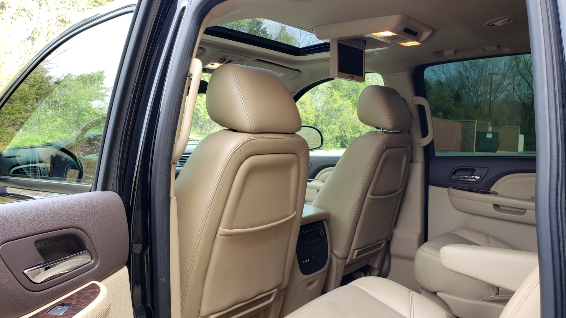 Used 2012 GMC YUKON XL DENALI AWD / NAV / SUN & ENT PKG / SUNROOF / REARVIEW / 3-ROW for sale Sold at Formula Imports in Charlotte NC 28227 53