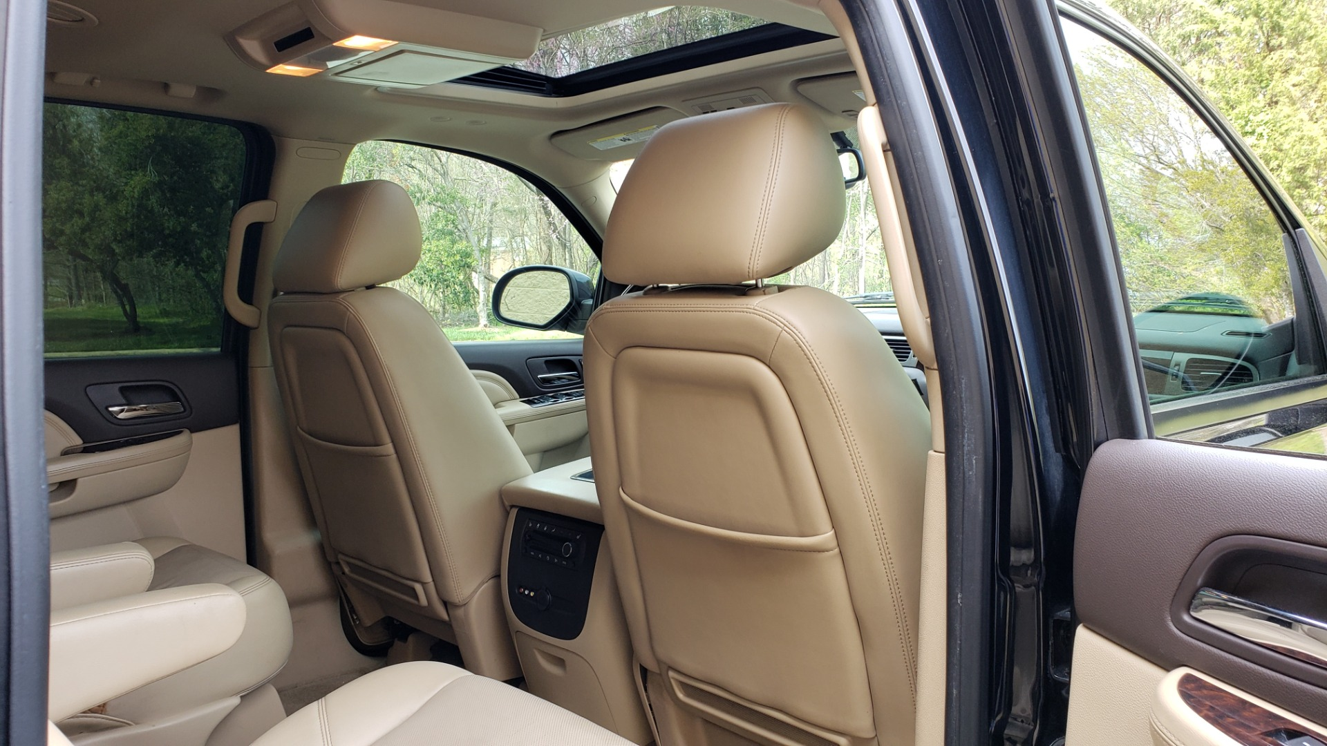 Used 2012 GMC YUKON XL DENALI AWD / NAV / SUN & ENT PKG / SUNROOF / REARVIEW / 3-ROW for sale Sold at Formula Imports in Charlotte NC 28227 70