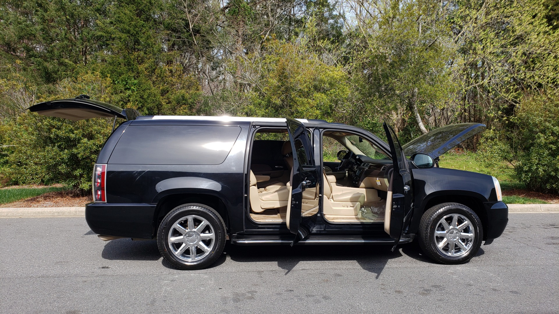 Used 2012 GMC YUKON XL DENALI AWD / NAV / SUN & ENT PKG / SUNROOF / REARVIEW / 3-ROW for sale Sold at Formula Imports in Charlotte NC 28227 9