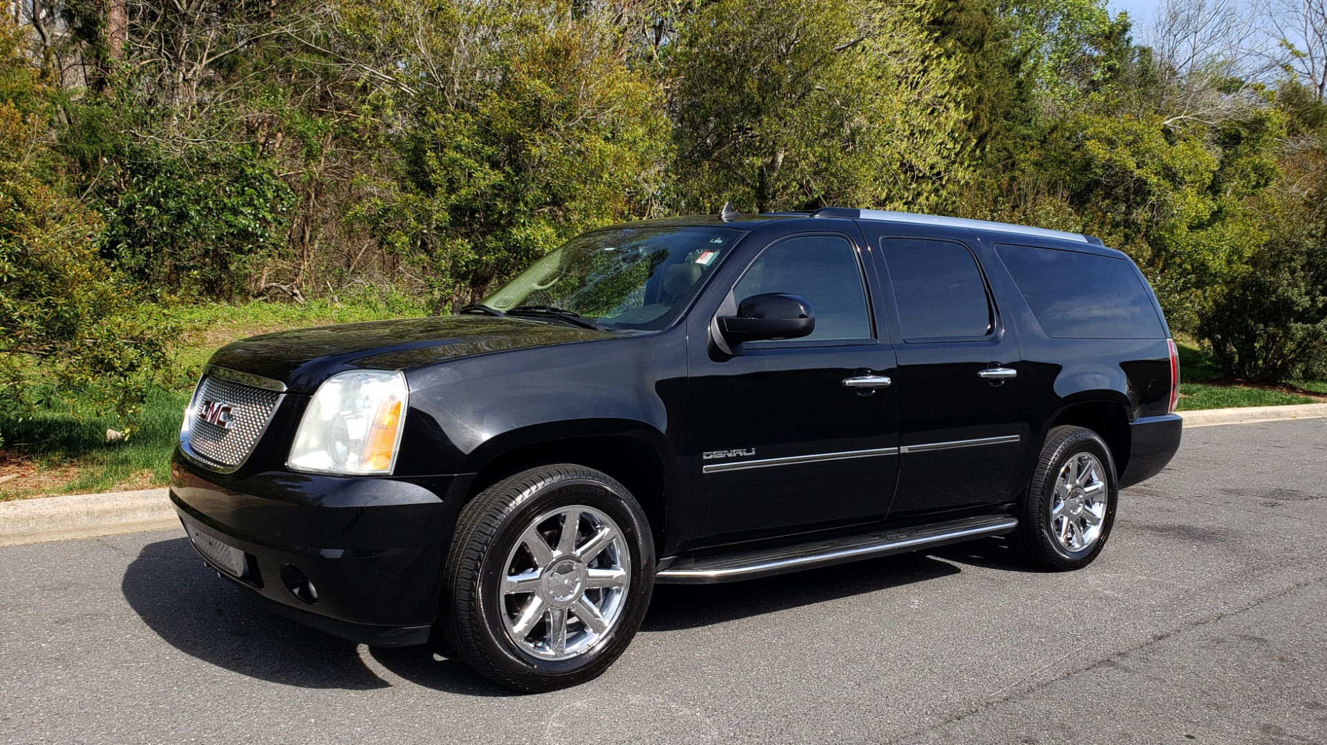 Used 2012 GMC YUKON XL DENALI AWD / NAV / SUN & ENT PKG / SUNROOF / REARVIEW / 3-ROW for sale Sold at Formula Imports in Charlotte NC 28227 1