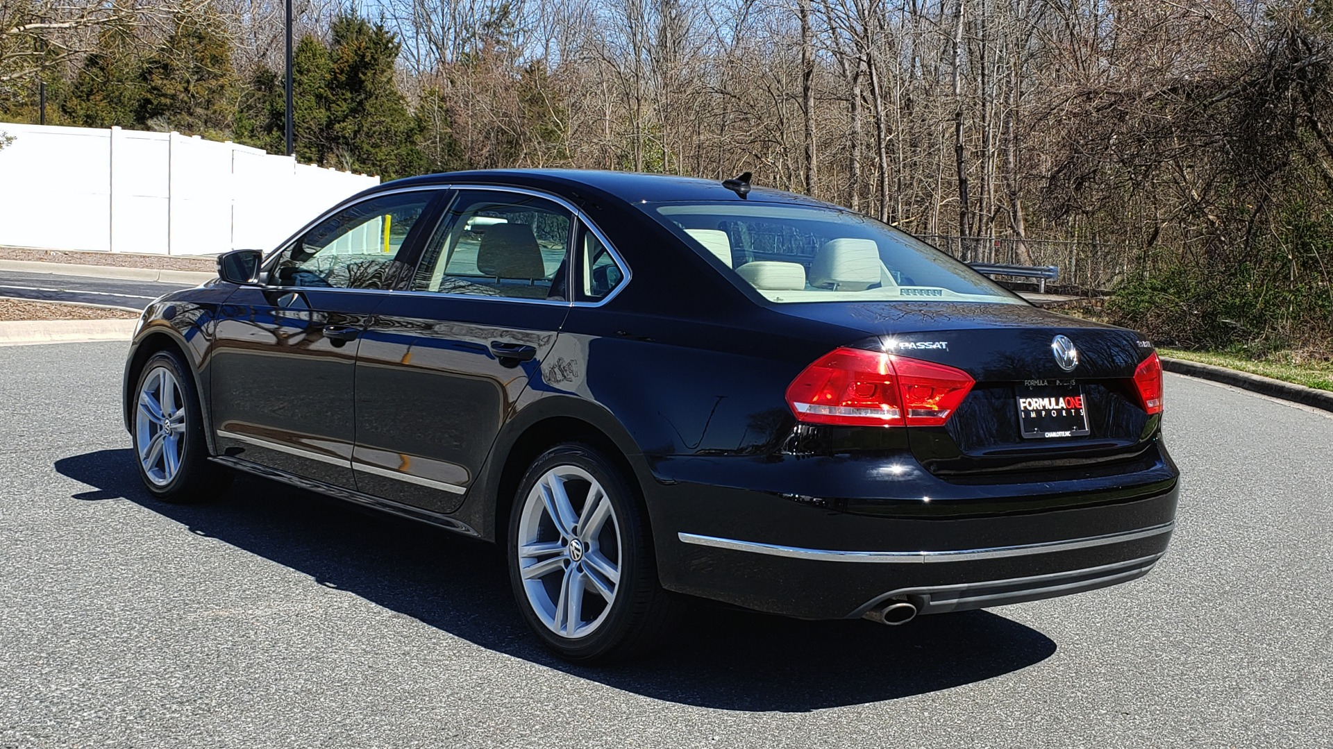 Used 2014 Volkswagen PASSAT SEL PREMIUM / NAV / SUNROOF / REARVIEW / 6-SPD AUTO for sale Sold at Formula Imports in Charlotte NC 28227 3