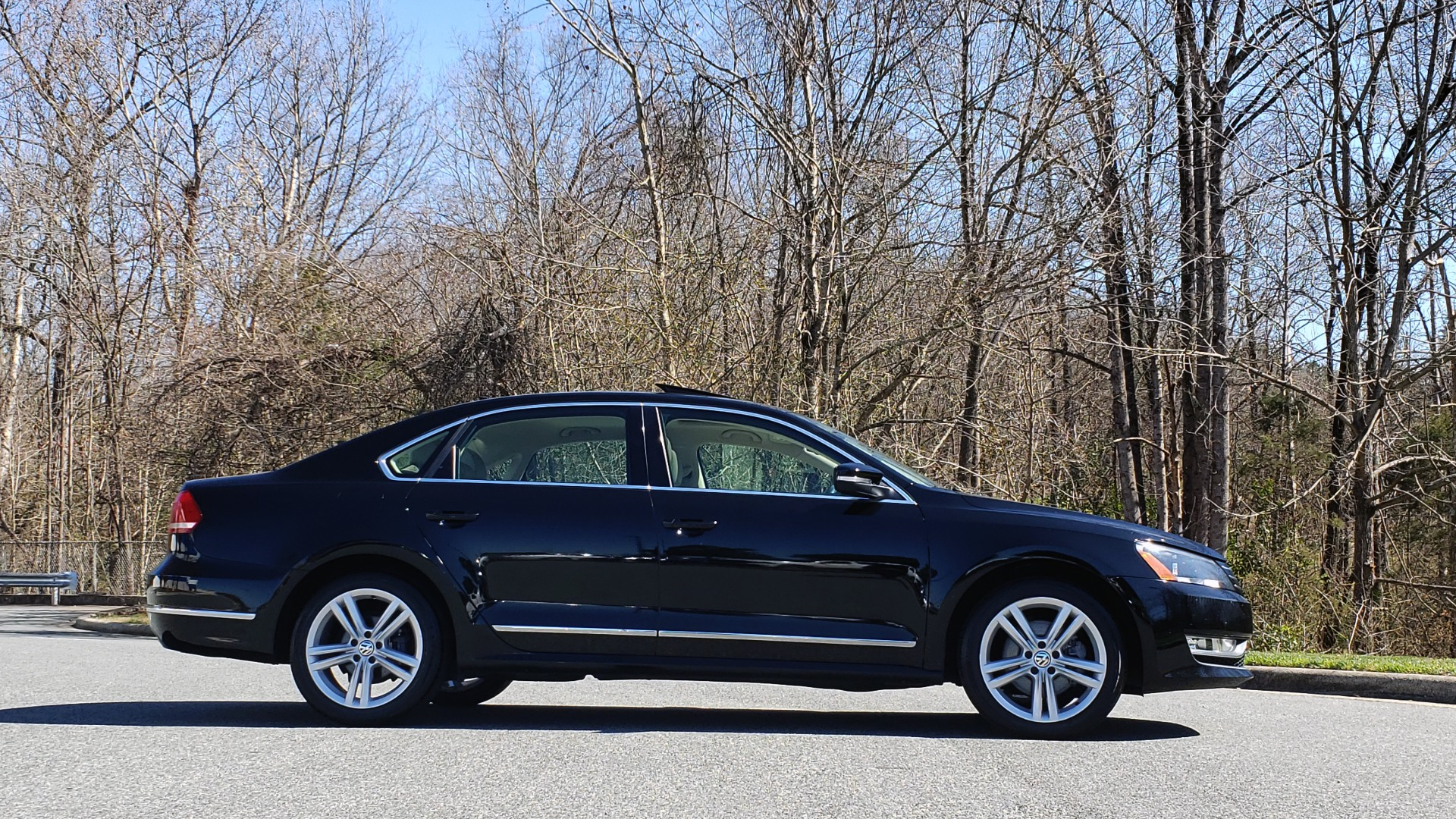 Used 2014 Volkswagen PASSAT SEL PREMIUM / NAV / SUNROOF / REARVIEW / 6-SPD AUTO for sale Sold at Formula Imports in Charlotte NC 28227 5
