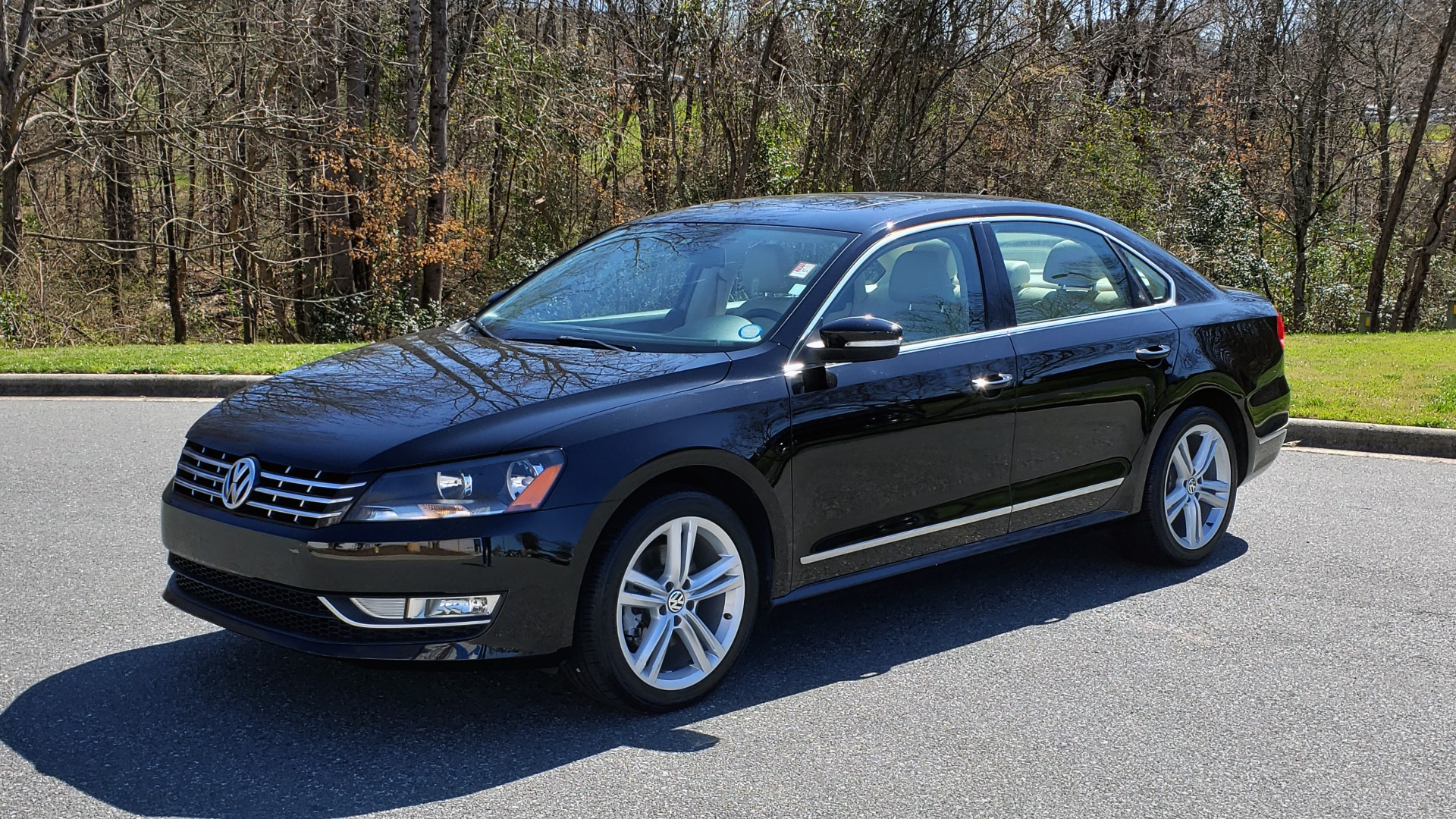 Used 2014 Volkswagen PASSAT SEL PREMIUM / NAV / SUNROOF / REARVIEW / 6-SPD AUTO for sale Sold at Formula Imports in Charlotte NC 28227 1