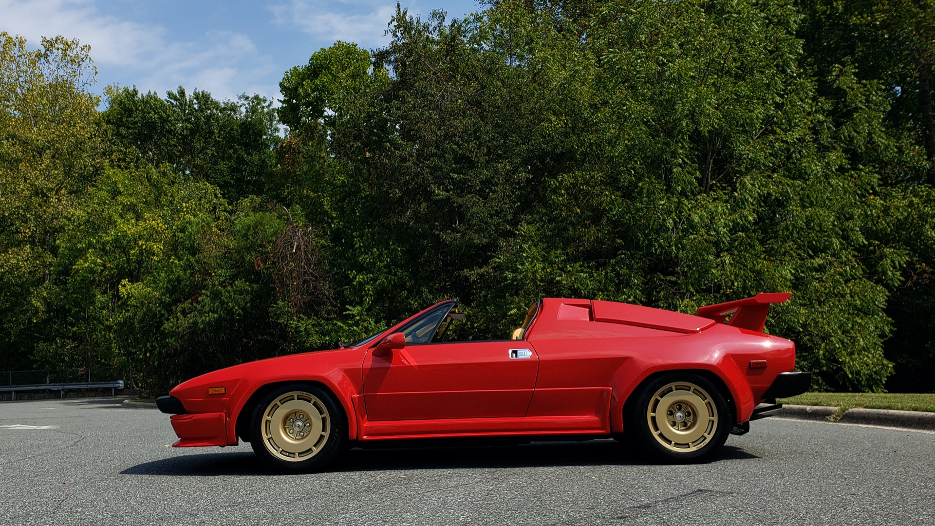 Used 1988 Lamborghini Jalpa 3.5 / 5-Speed Man / Low Miles / Excellent Condition for sale $108,995 at Formula Imports in Charlotte NC 28227 22