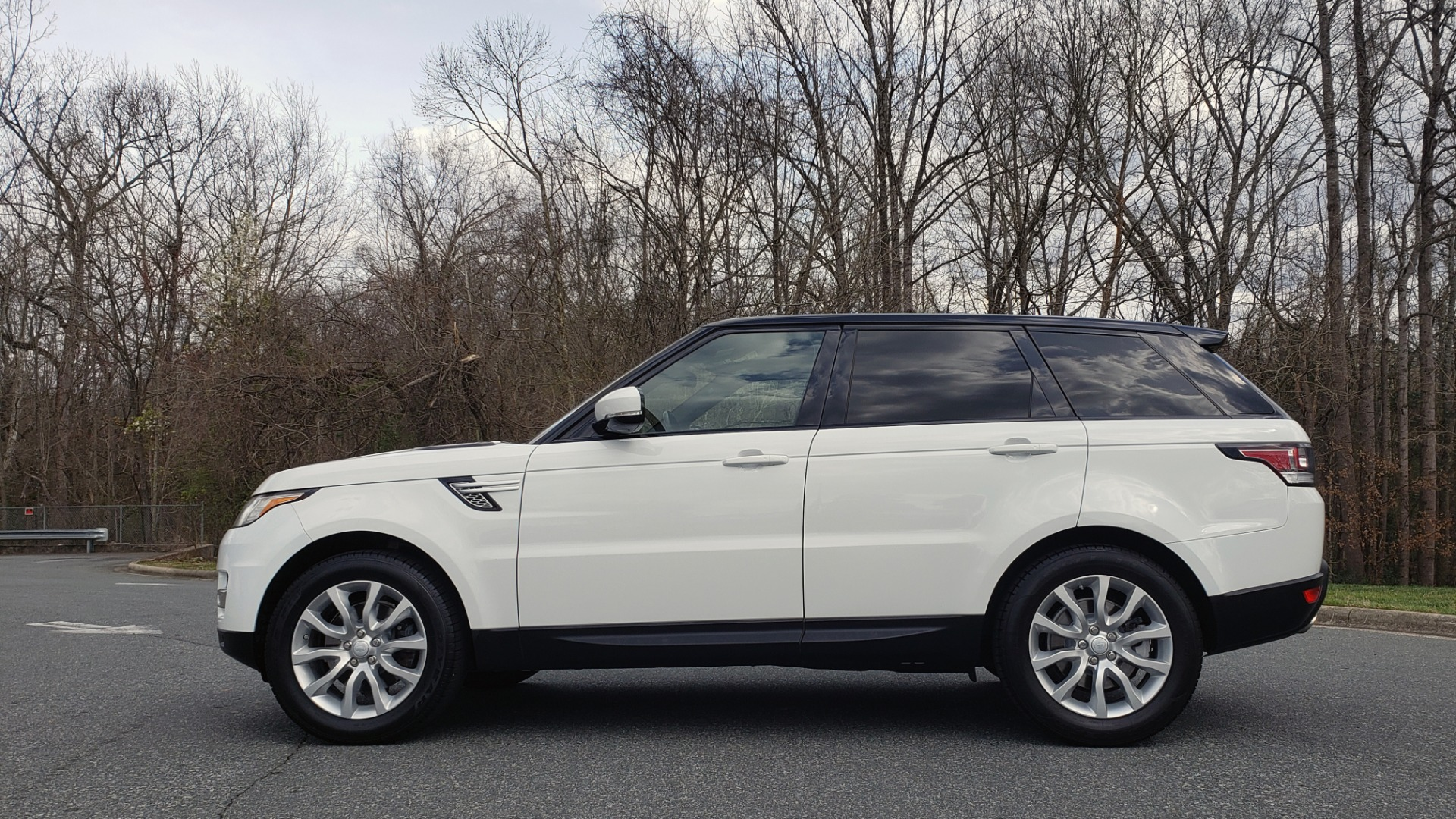 Used 2016 Land Rover RANGE ROVER SPORT V6 HSE 4WD / NAV / SUNROOF / MERIDIAN / REARVIEW for sale Sold at Formula Imports in Charlotte NC 28227 2