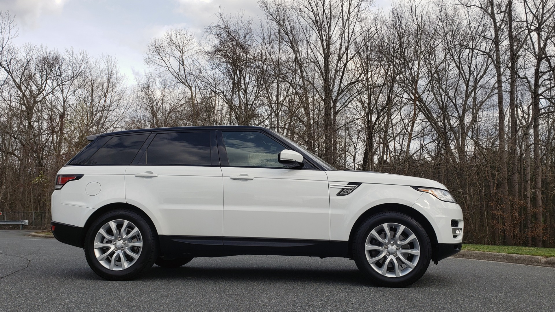 Used 2016 Land Rover RANGE ROVER SPORT V6 HSE 4WD / NAV / SUNROOF / MERIDIAN / REARVIEW for sale Sold at Formula Imports in Charlotte NC 28227 5