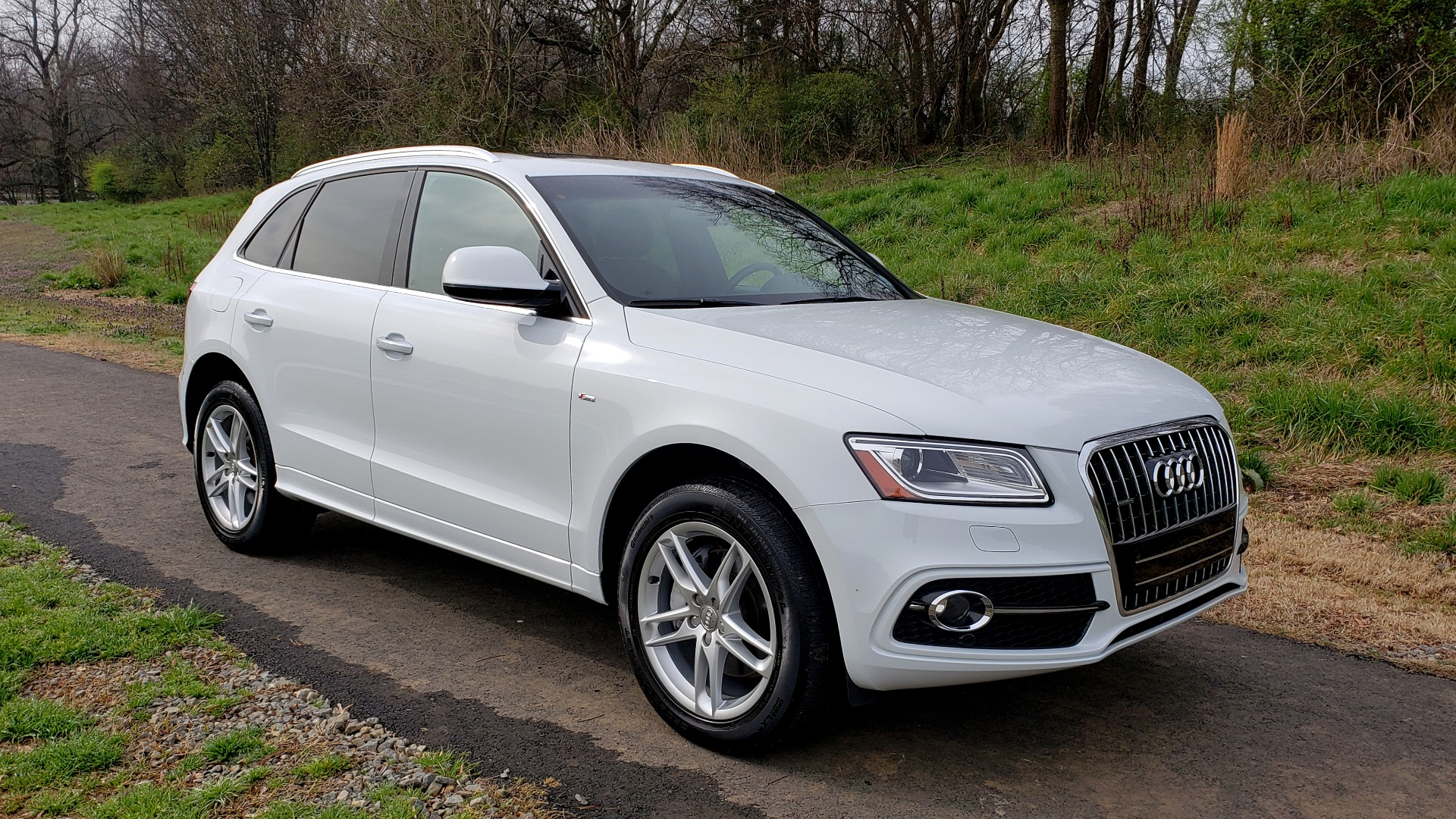 Used 2017 Audi Q5 PREMIUM PLUS / TECH / NAV / SUNROOF / REARVIEW for sale Sold at Formula Imports in Charlotte NC 28227 4