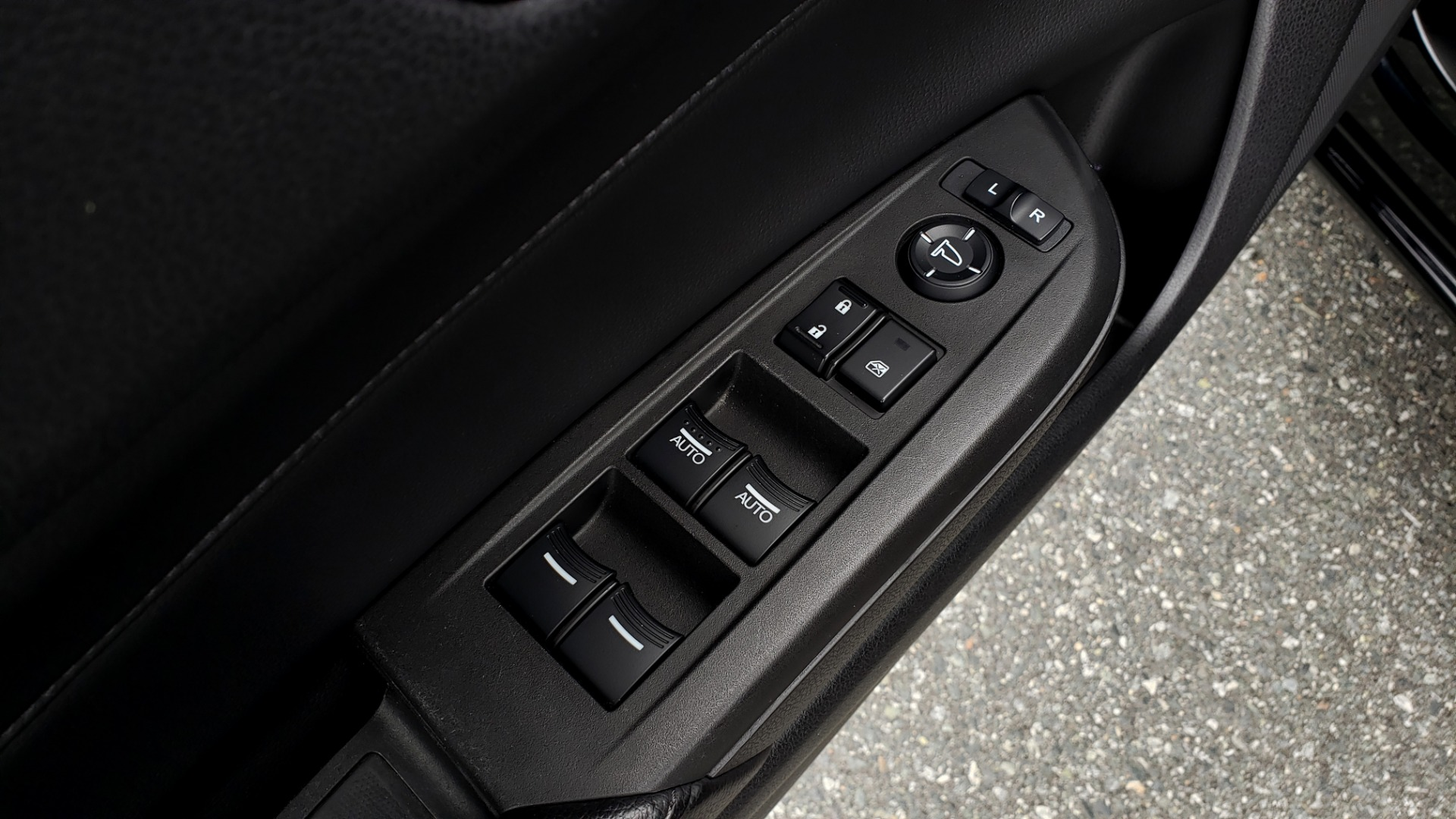 Used 2013 Acura ILX TECH PKG / SUNROOF / NAV / DUAL-ZONE A/C / REARVIEW for sale Sold at Formula Imports in Charlotte NC 28227 33
