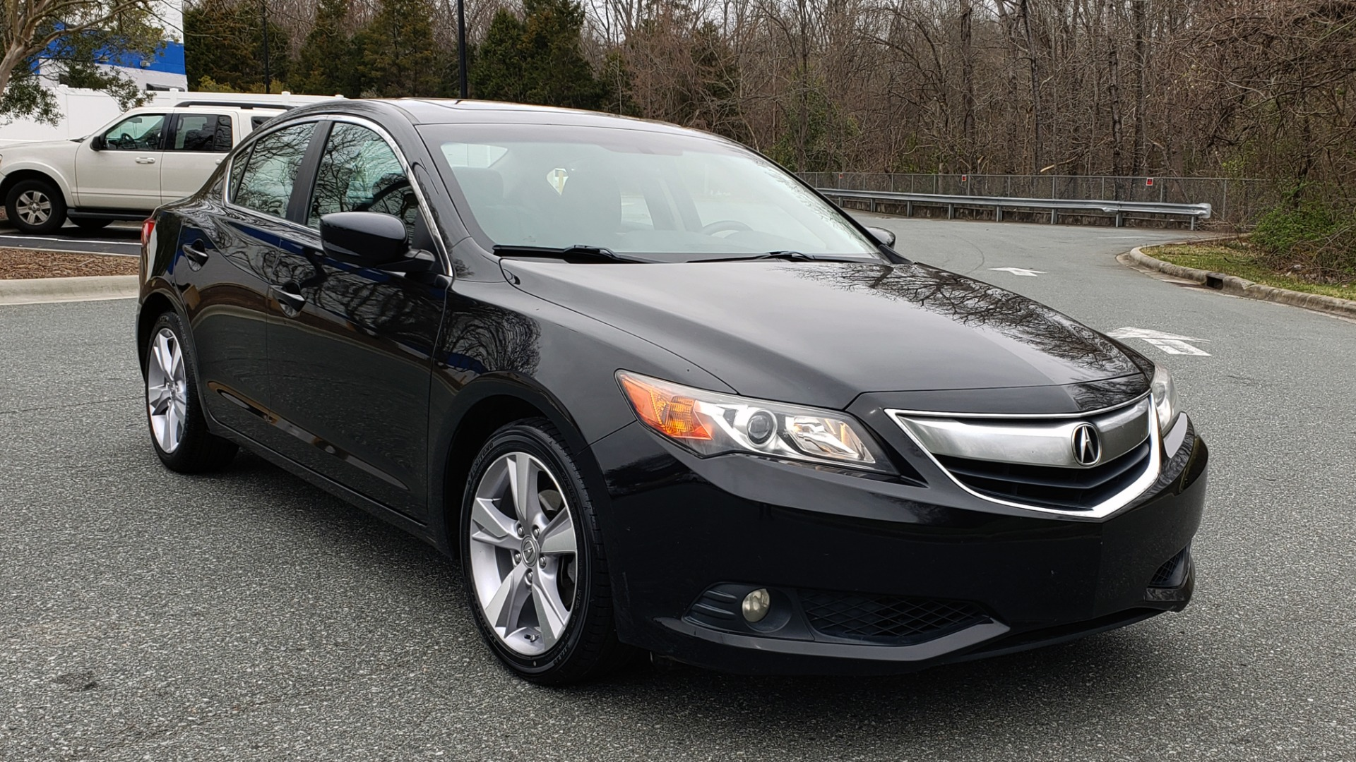 Used 2013 Acura ILX TECH PKG / SUNROOF / NAV / DUAL-ZONE A/C / REARVIEW for sale Sold at Formula Imports in Charlotte NC 28227 4