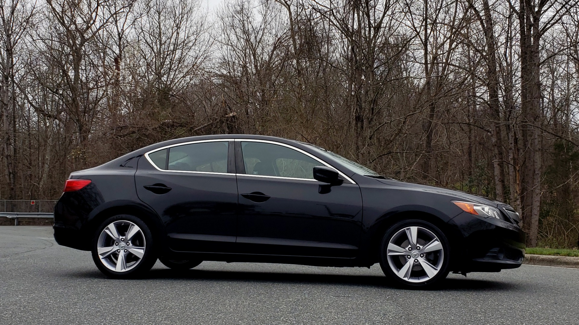 Used 2013 Acura ILX TECH PKG / SUNROOF / NAV / DUAL-ZONE A/C / REARVIEW for sale Sold at Formula Imports in Charlotte NC 28227 5